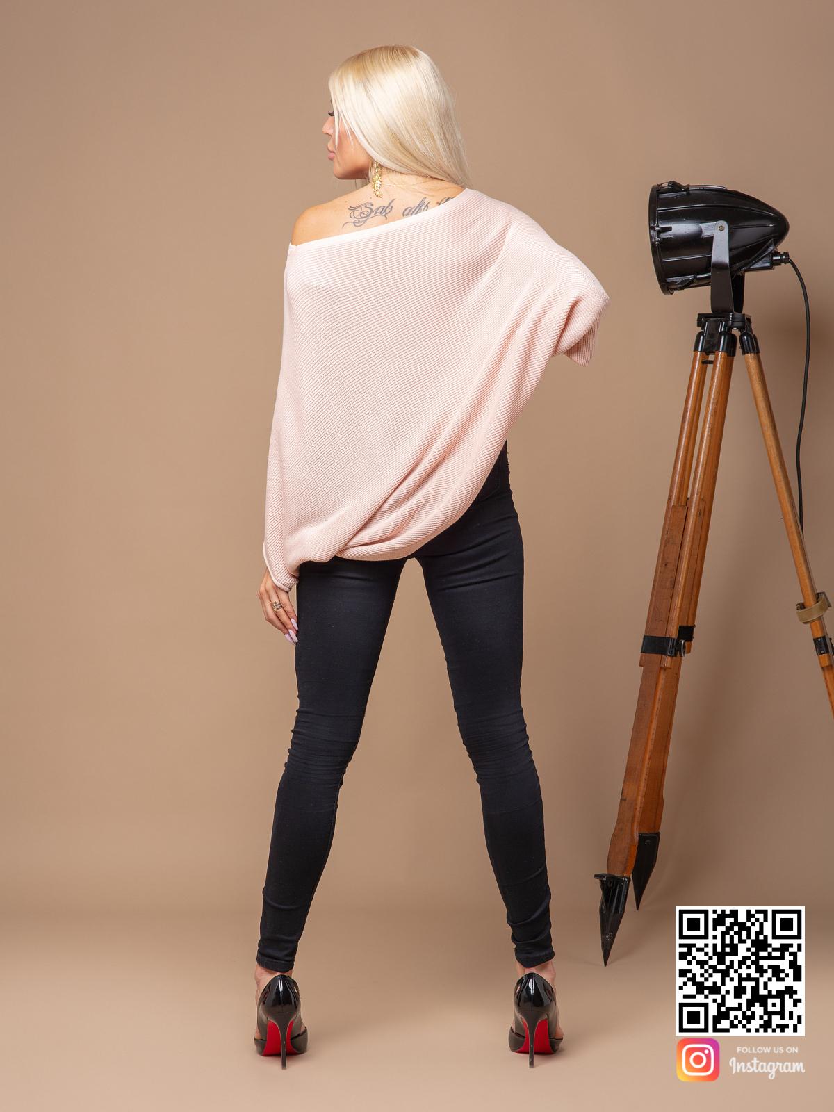 На пятой фотографии розовая кофта женская с асимметричным низом от Shapar, бренда вязаной одежды ручной работы в интернет-магазине связанных спицами вещей.