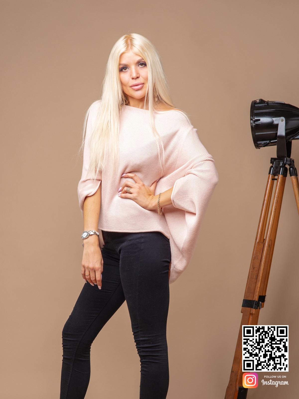На третьей фотографии розовая кофта женская из хлопка от Shapar, бренда вязаной одежды ручной работы в интернет-магазине связанных спицами вещей.