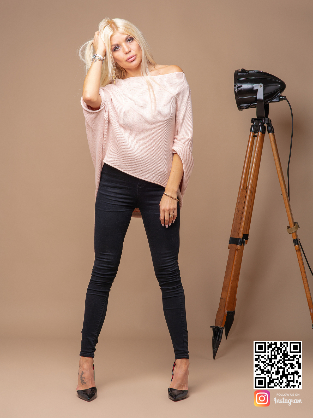 На четвертой фотографии летняя розовая кофта женская от Shapar, бренда вязаной одежды ручной работы в интернет-магазине связанных спицами вещей.