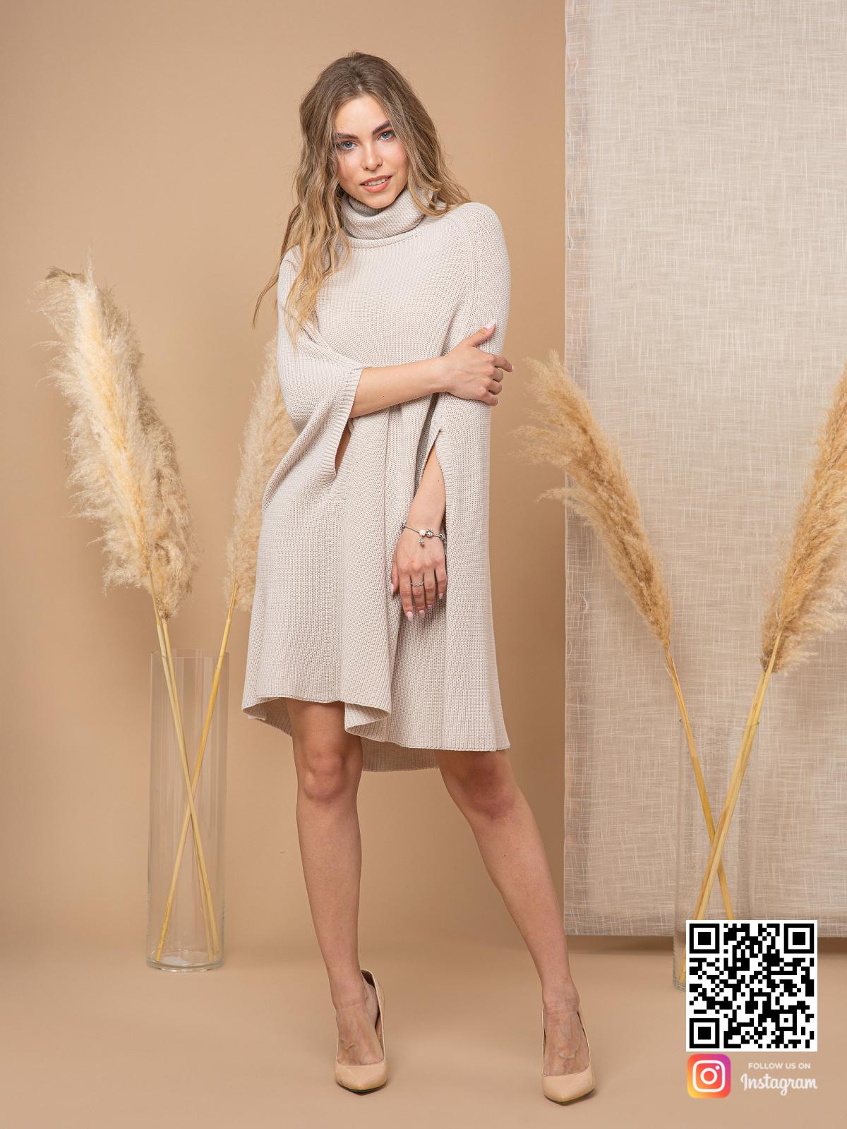 На четвертой фотографии женское серое пончо с высоким воротником от Shapar, бренда вязаной одежды ручной работы в интернет-магазине связанных спицами вещей.