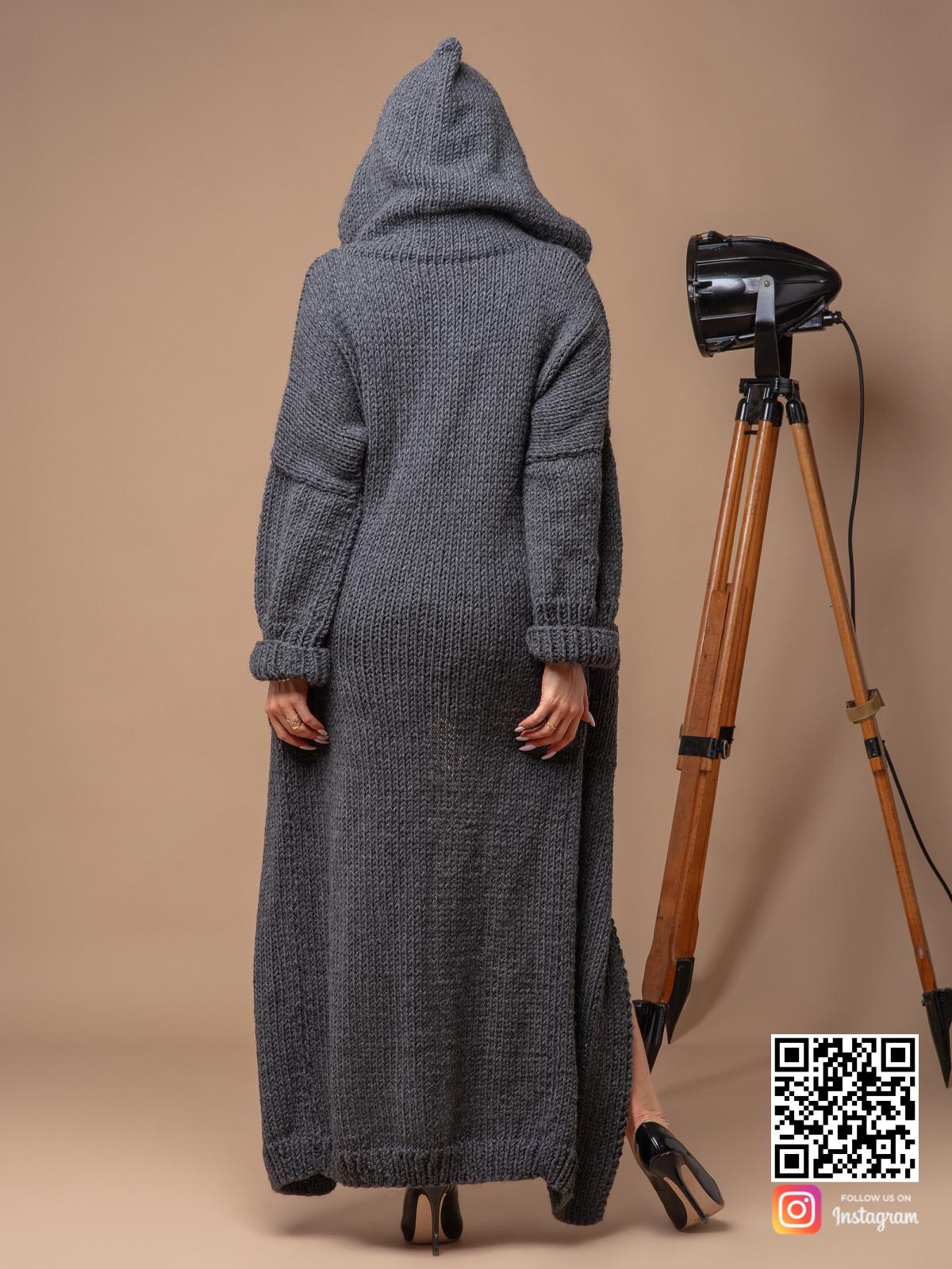 На седьмой фотографии стильный серый кардиган с карманами для женщин от Shapar, бренда вязаной одежды ручной работы в интернет-магазине связанных спицами вещей.