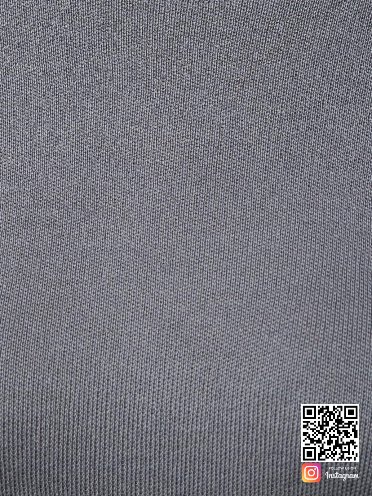На седьмой фотографии серый спортивный костюм женский крупным планом от Shapar, бренда вязаной одежды ручной работы в интернет-магазине связанных спицами вещей.