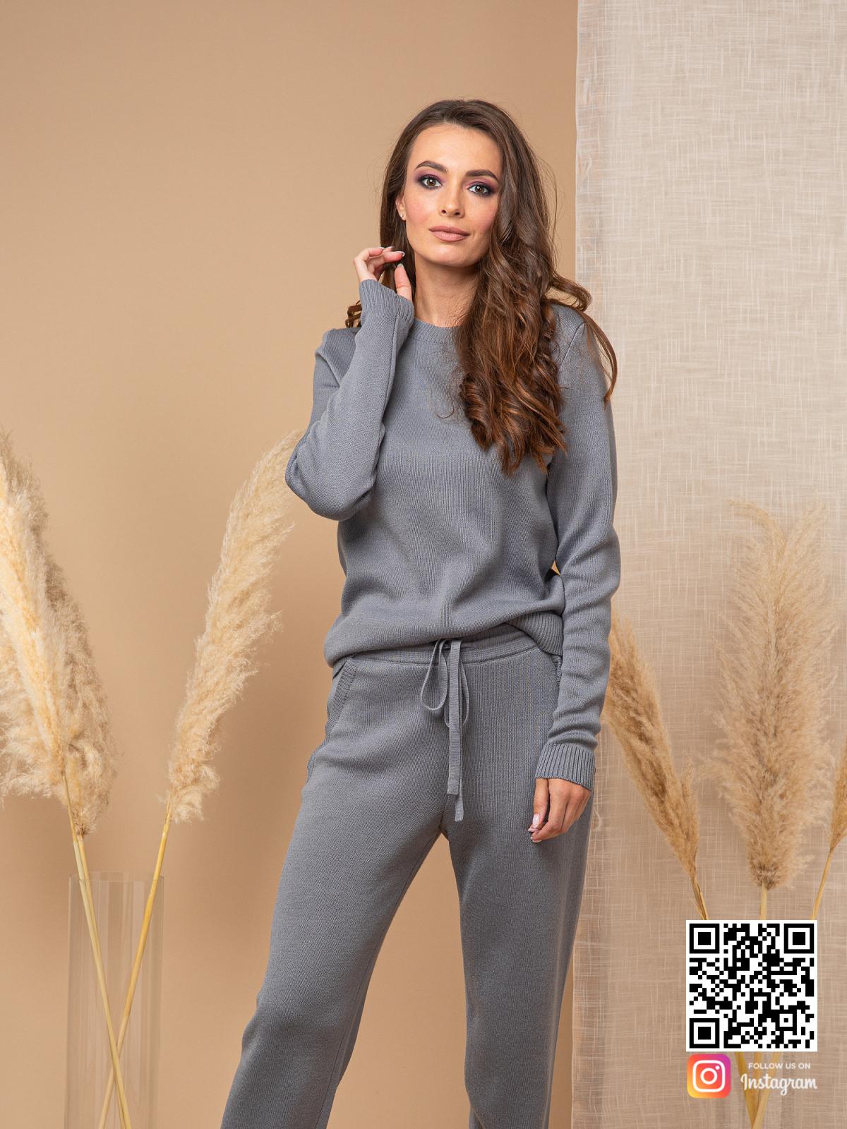 На шестой фотографии  повседневный серый спортивный костюм женский от Shapar, бренда вязаной одежды ручной работы в интернет-магазине связанных спицами вещей.