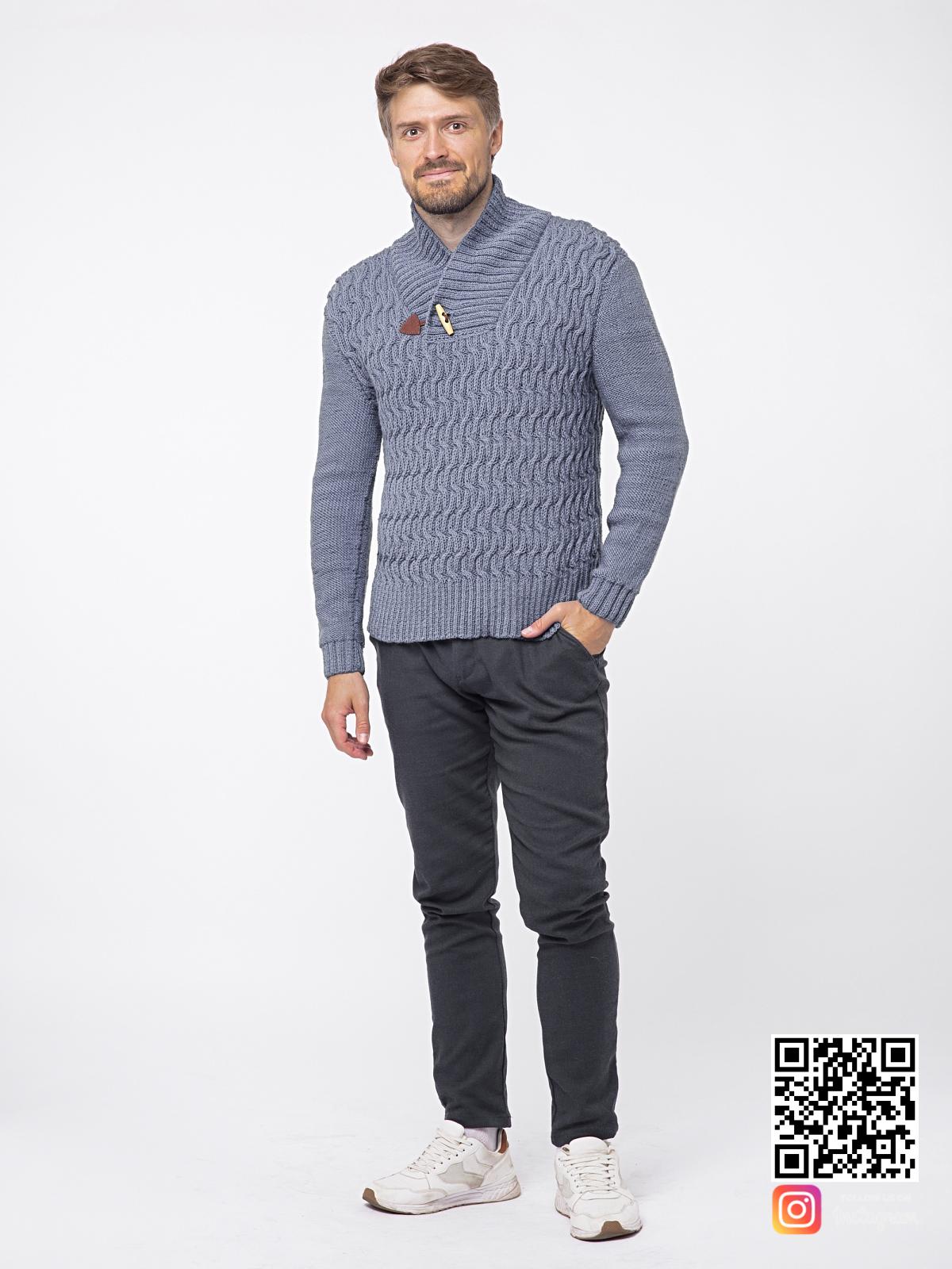 На шестой фотографии модный серый вязаный свитер для мужчин от Shapar, бренда связанной одежды ручной работы в интернет-магазине вещей.