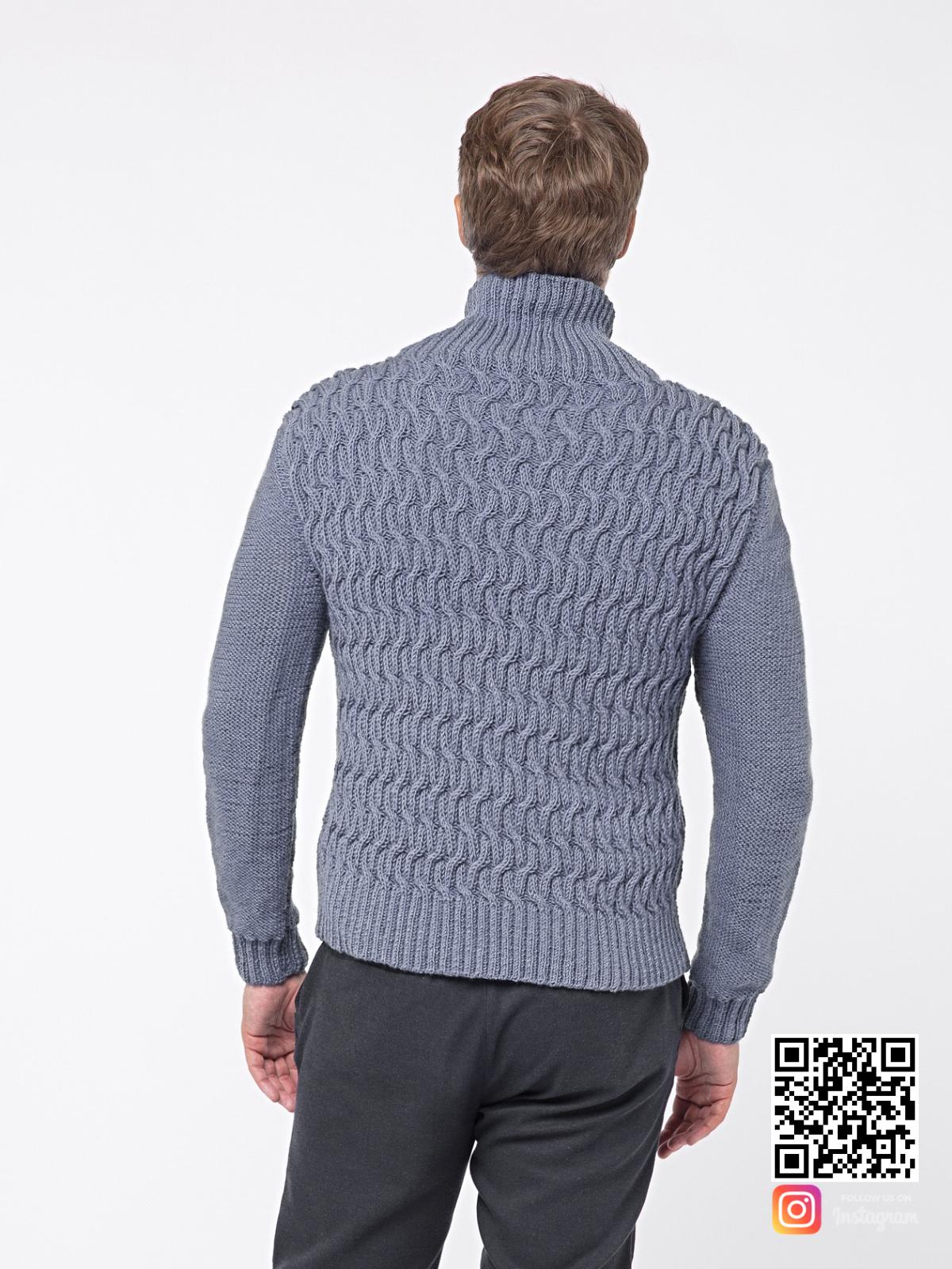 На второй фотографии серый вязаный свитер мужской со спины от Shapar, бренда связанной одежды ручной работы в интернет-магазине вещей.