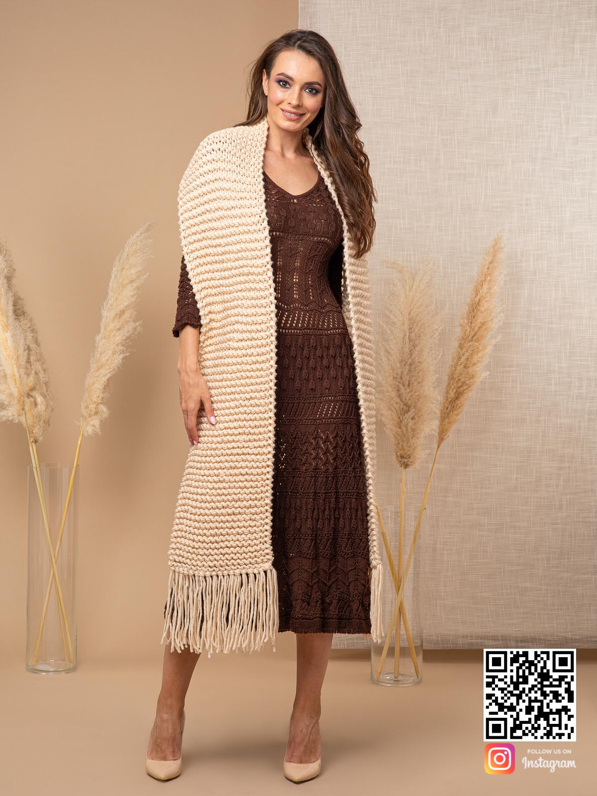 На четвертой фотографии длинный шарф спицами женский от Shapar, бренда вязаной одежды ручной работы в интернет-магазине связанных спицами вещей.