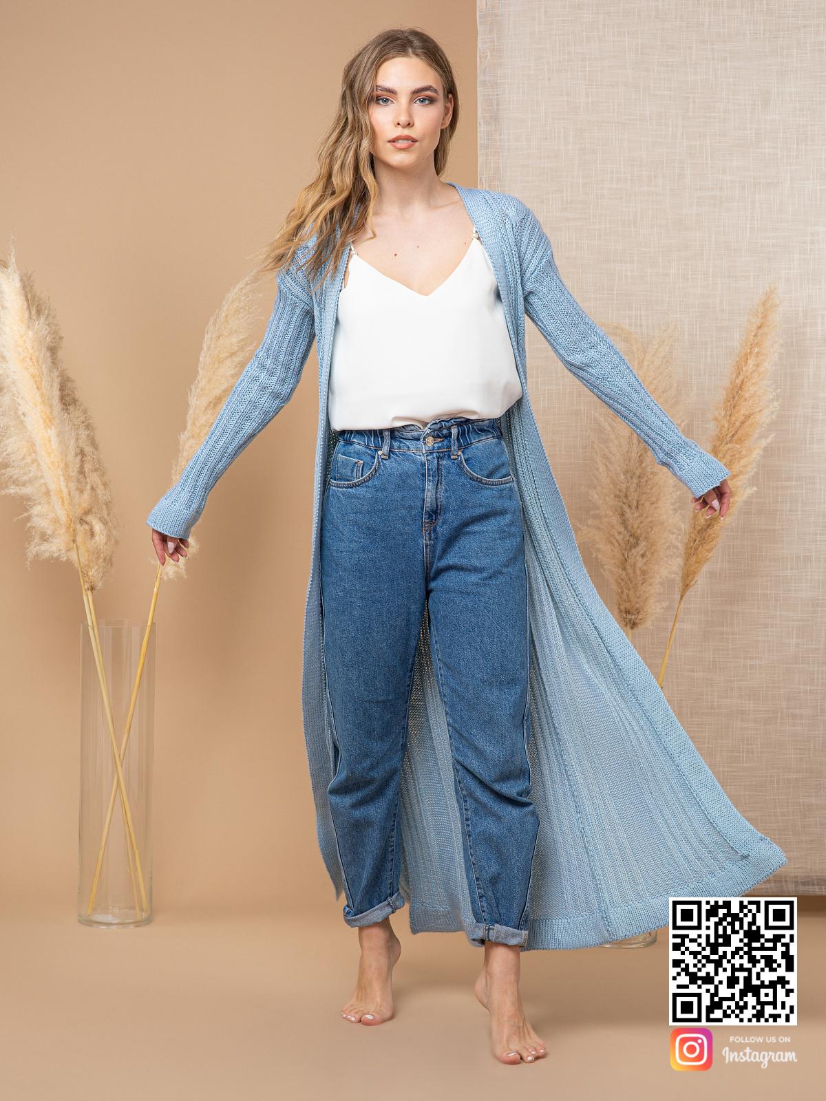 На пятой фотографии стильный шелковый кардиган для девушек и женщин от Shapar, бренда вязаной одежды ручной работы в интернет-магазине связанных спицами вещей.