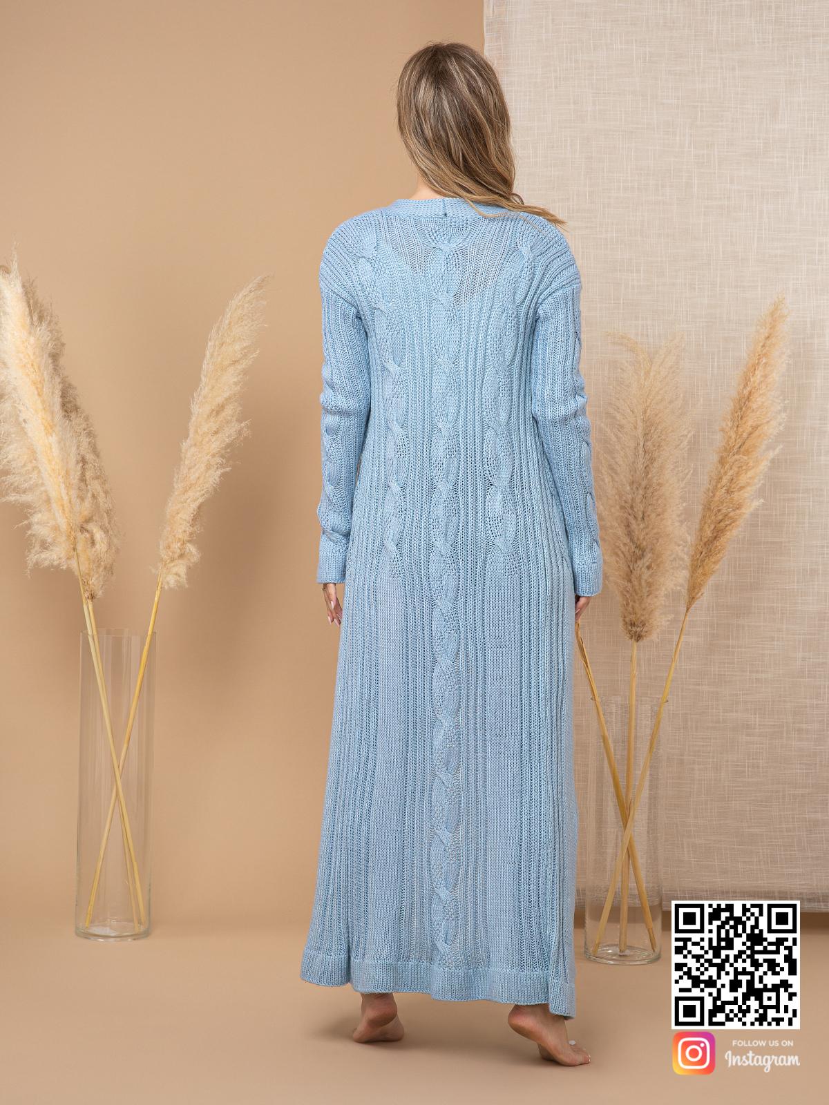 На второй фотографии женский шелковый кардиган со спины от Shapar, бренда вязаной одежды ручной работы в интернет-магазине связанных спицами вещей.