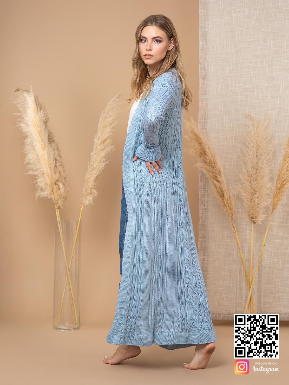 На шестой фотографии женский шелковый кардиган голубого цвета от Shapar, бренда вязаной одежды ручной работы в интернет-магазине связанных спицами вещей.