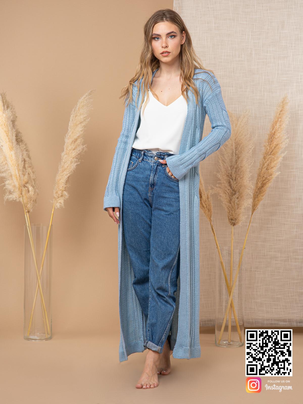 На четвертой фотографии длинный шелковый кардиган с поясом для модниц от Shapar, бренда вязаной одежды ручной работы в интернет-магазине связанных спицами вещей.