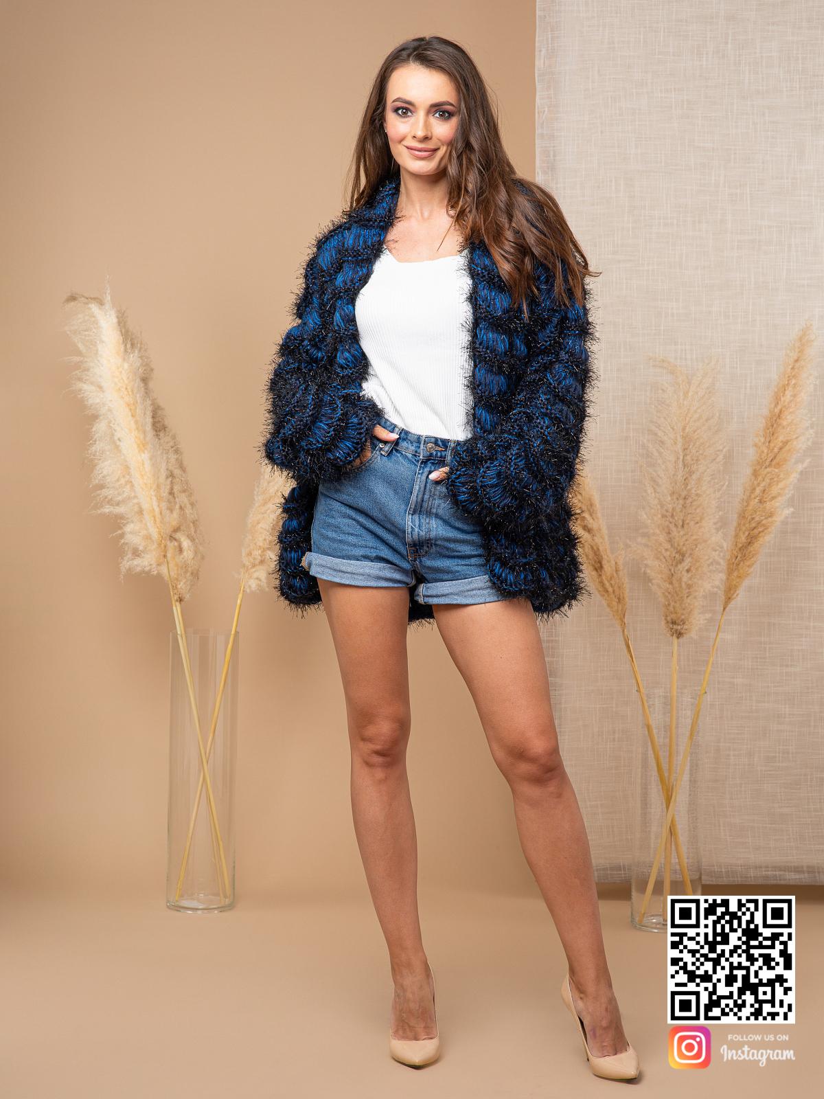 На четвертой фотографии пушистый синий кардиган от Shapar, бренда женской вязаной одежды ручной работы в интернет магазине связанных спицами вещей.