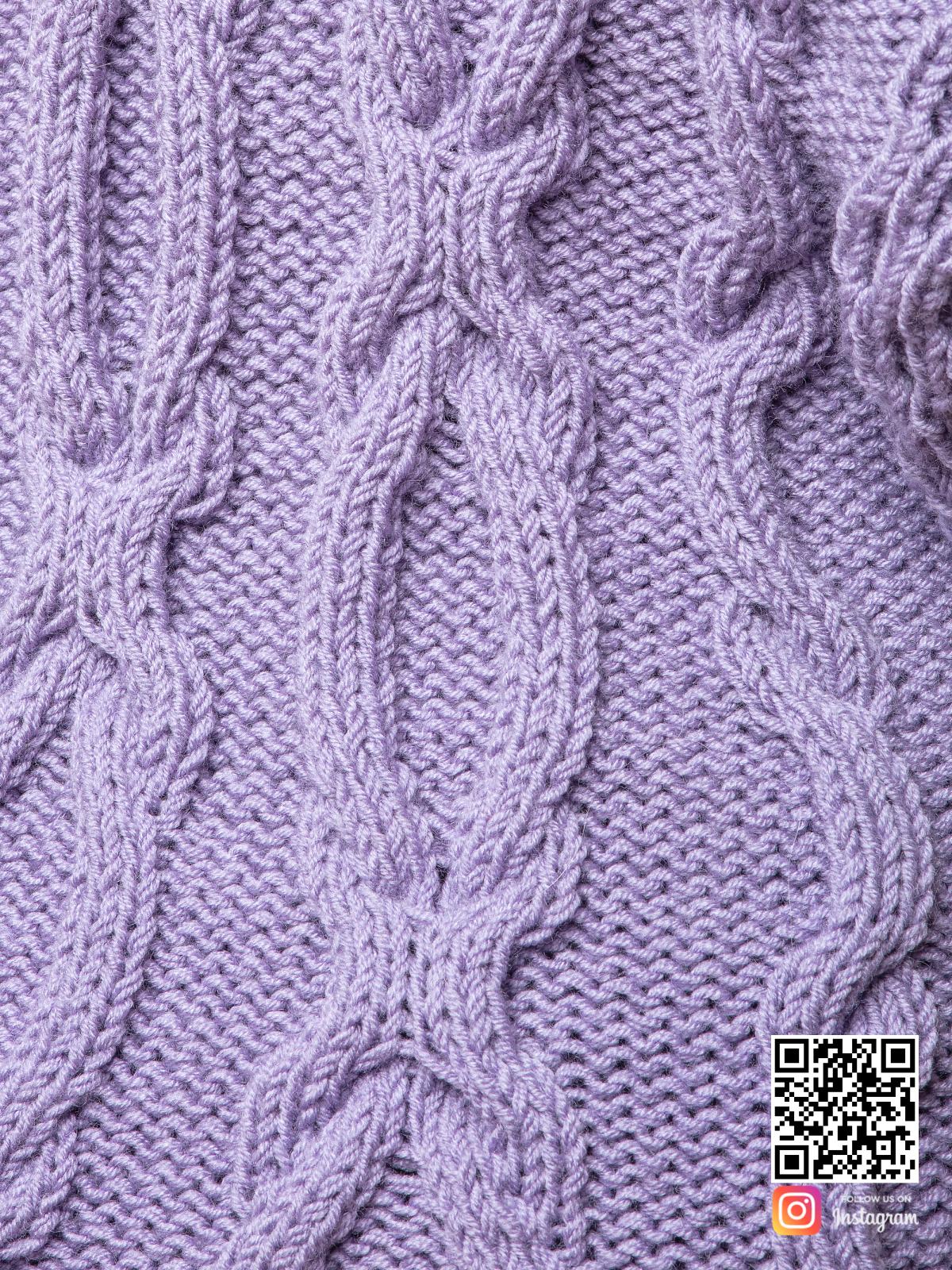 На пятой фотографии женский сиреневый кардиган крупным планом от Shapar, бренда вязаной одежды ручной работы в интернет магазине связанных спицами вещей.
