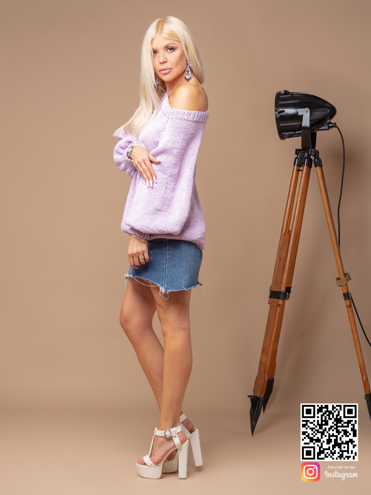 На третьей фотографии женский сиреневый свитер спицами с объемными рукавами от Shapar, бренда вязаной одежды ручной работы в интернет-магазине связанных вещей.