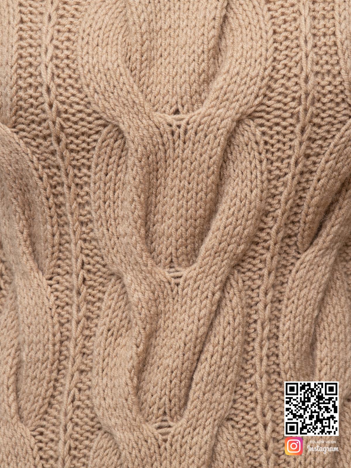 На шестой фотографии стильное вязаное платье крупным планом от Shapar, бренда женской одежды ручной работы в интернет-магазине связанных спицами вещей.