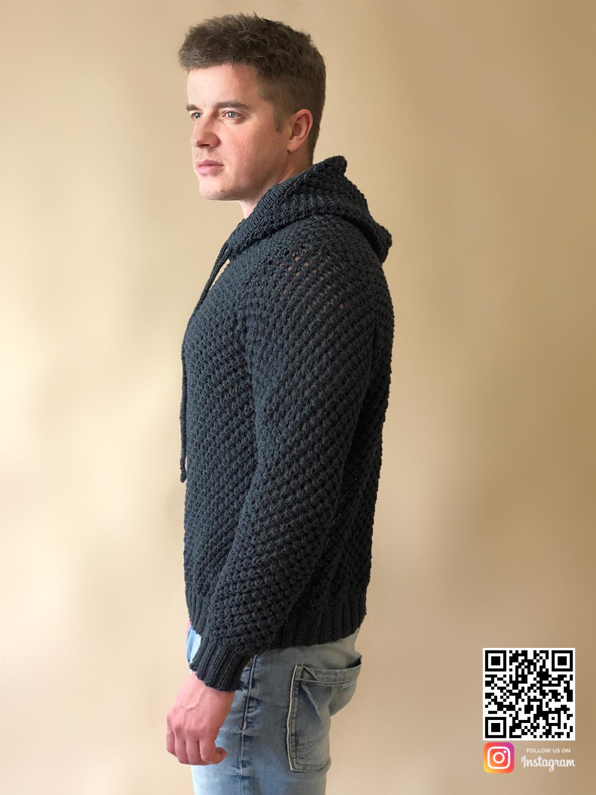 На третьей фотографии серый свитер с капюшоном мужской из хлопка от Shapar, бренда вязаной одежды ручной работы в интернет-магазине связанных спицами вещей.