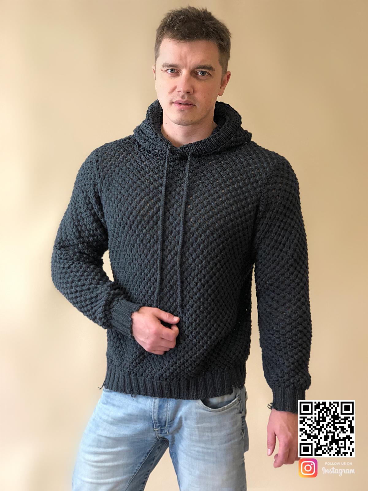 На четвертой фотографии мужской свитер с капюшоном на лето от Shapar, бренда вязаной одежды ручной работы в интернет-магазине связанных спицами вещей.