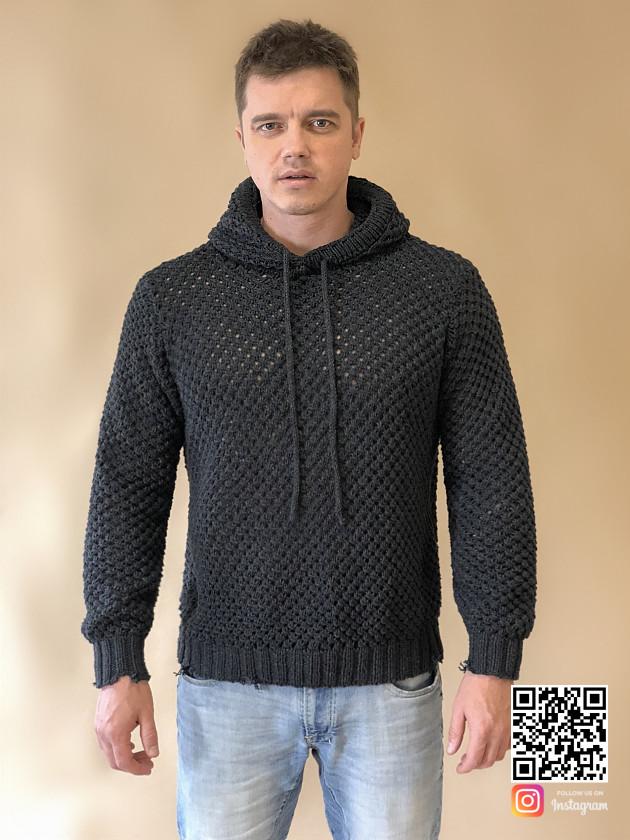 На фотографии свитер с капюшоном мужской от Shapar, бренда вязаной одежды ручной работы в интернет-магазине связанных спицами вещей.