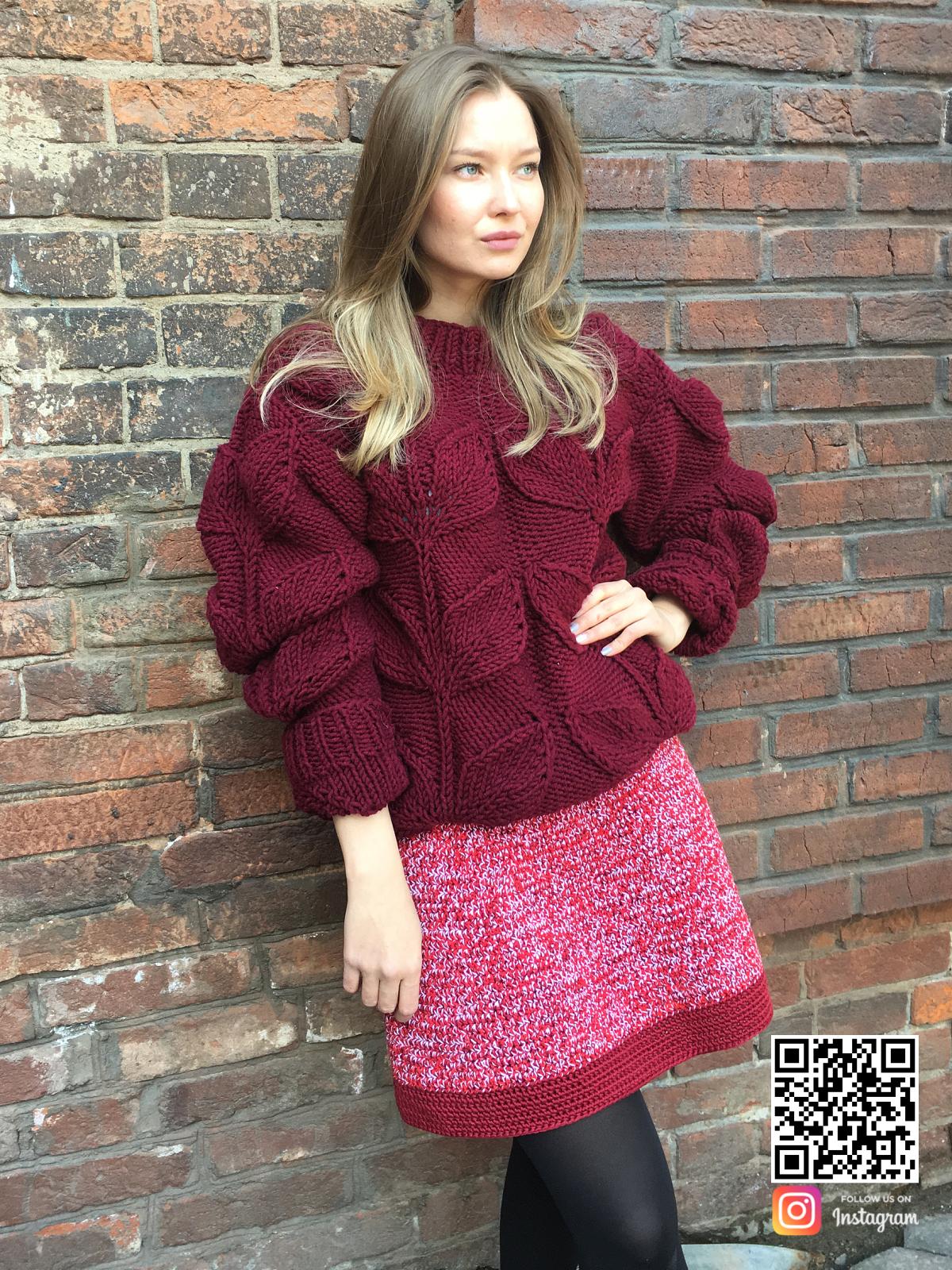 На седьмой фотографии теплый свитер с листьями на все случаи жизни от Shapar, бренда вязаной одежды ручной работы в интернет-магазине связанных спицами вещей.