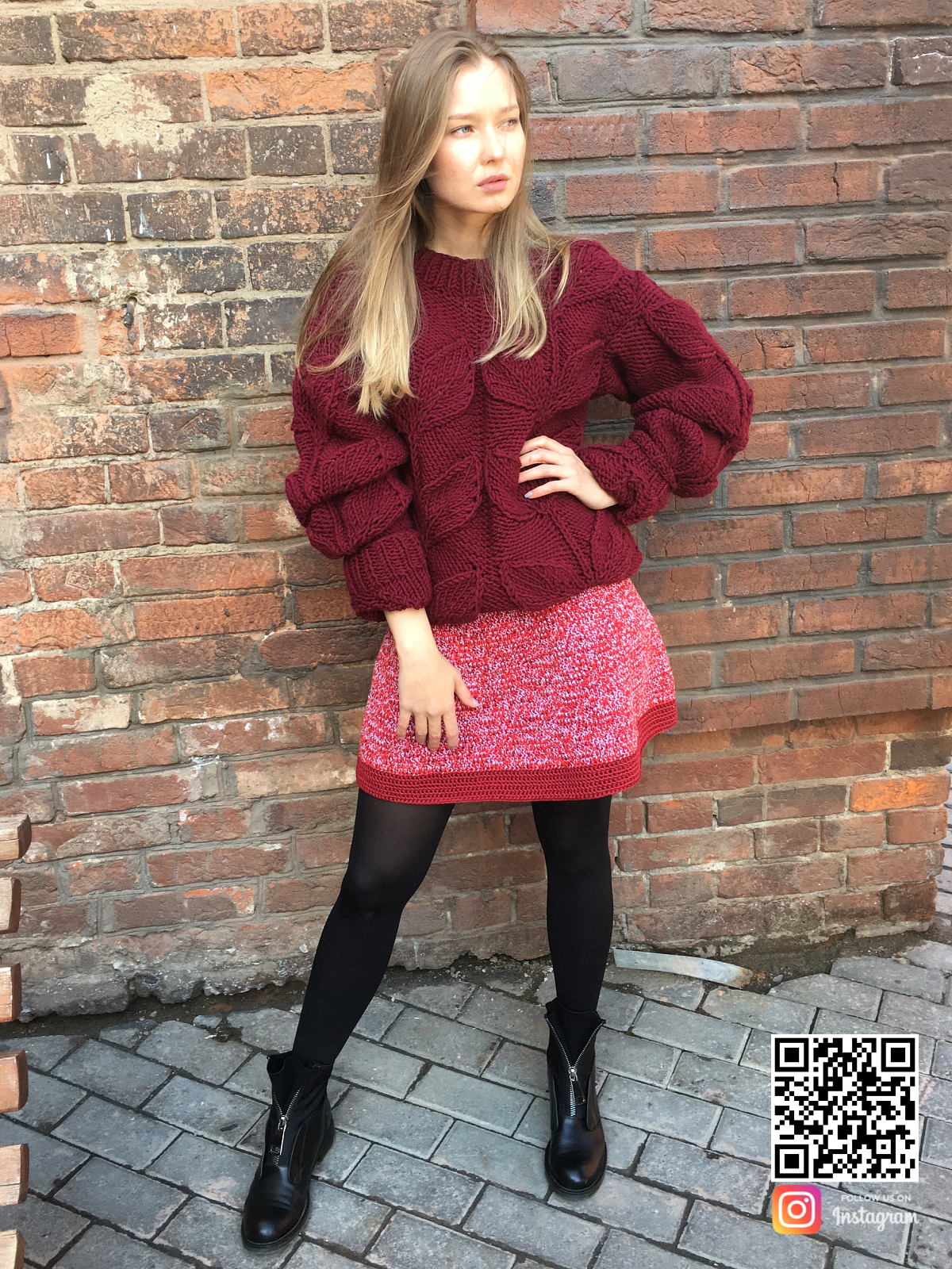 На пятой фотографии стильный свитер с листьями спицами для девушек и женщин от Shapar, бренда вязаной одежды ручной работы в интернет-магазине связанных вещей.