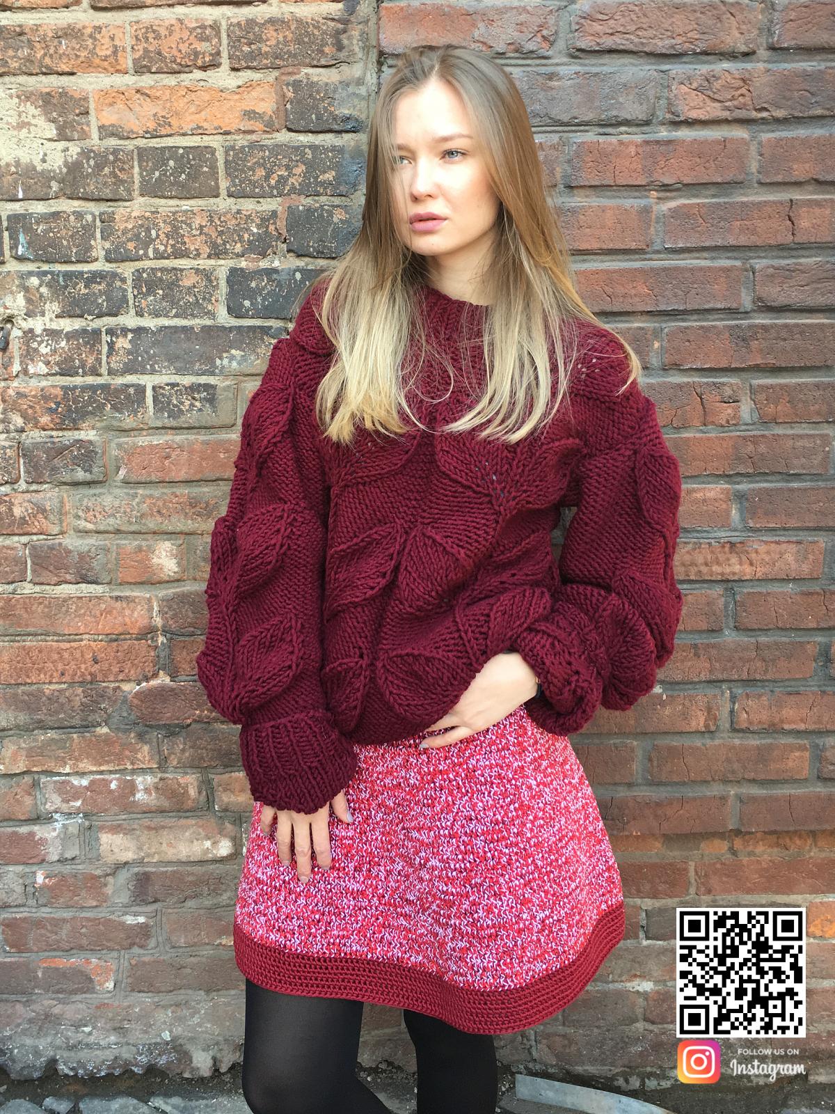 На четвертой фотографии модный свитер с листьями спицами от Shapar, бренда вязаной одежды ручной работы в интернет-магазине связанных вещей.