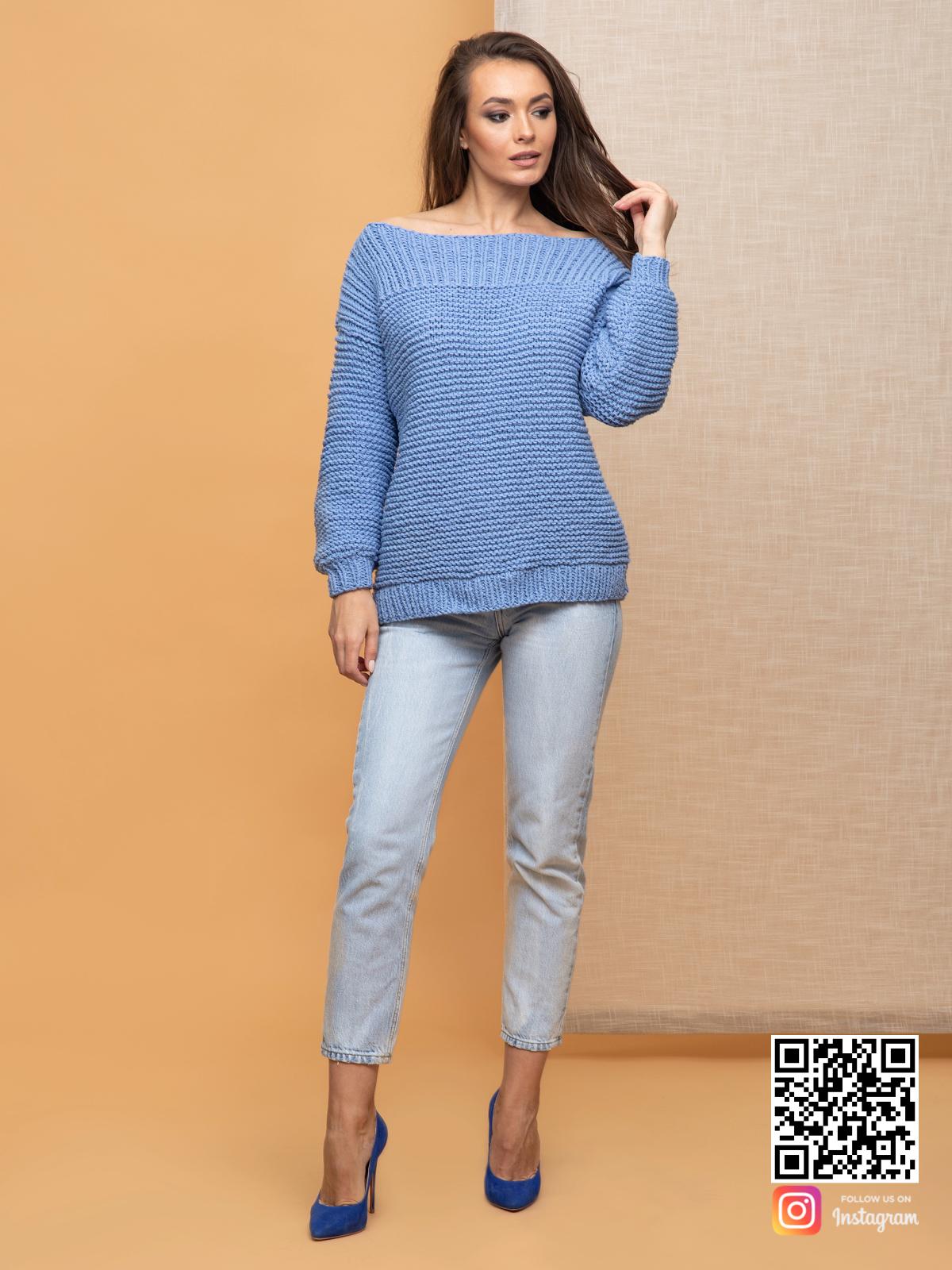 На шестой фотографии модный летний свитер со спущенным плечом для девушек от Shapar, бренда вязаной одежды ручной работы в интернет-магазине связанных спицами вещей.