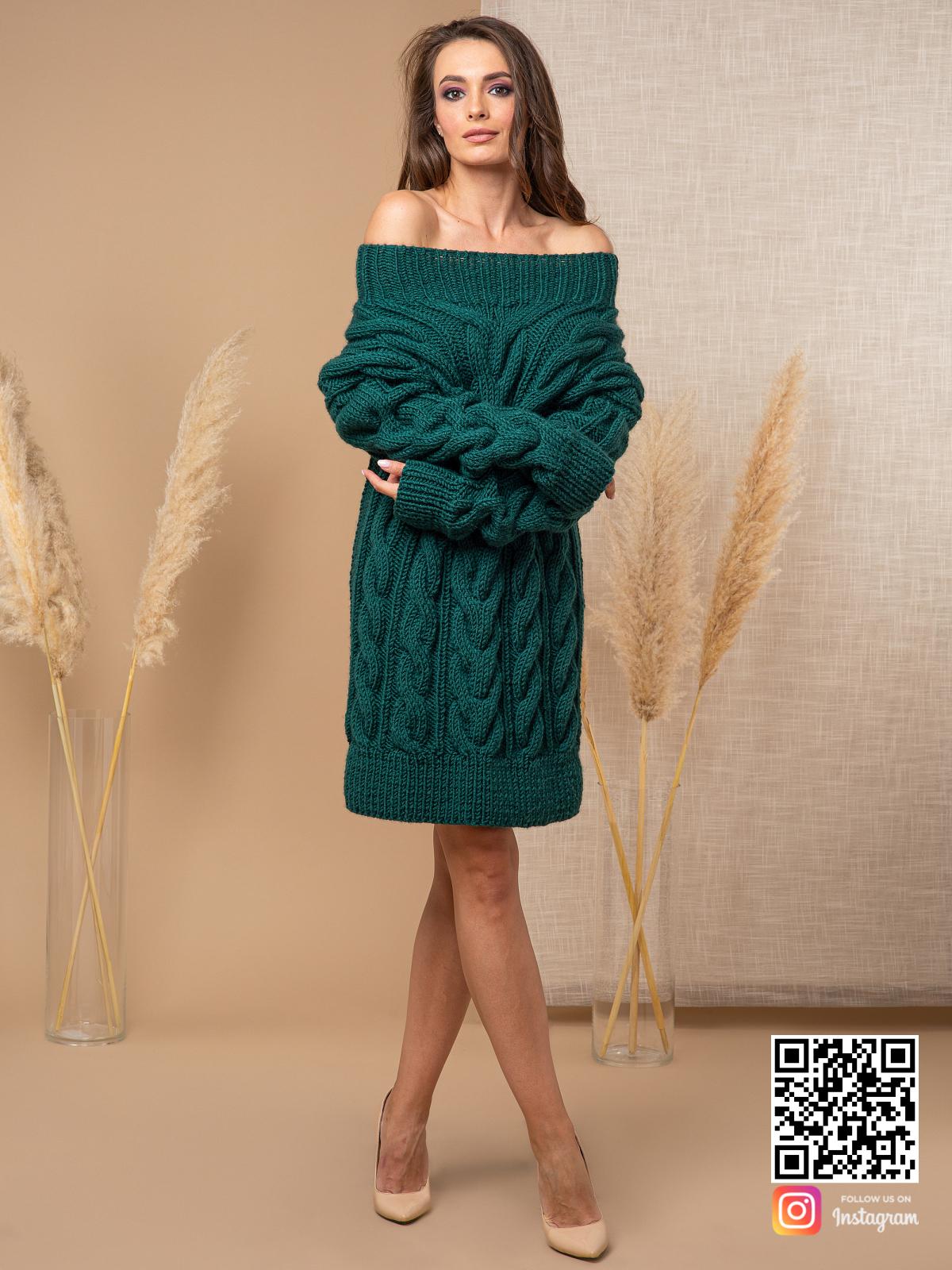 На шестой фотографии длинный свитер зеленого цвета от Shapar, бренда вязаной одежды ручной работы в интернет-магазине связанных спицами вещей.