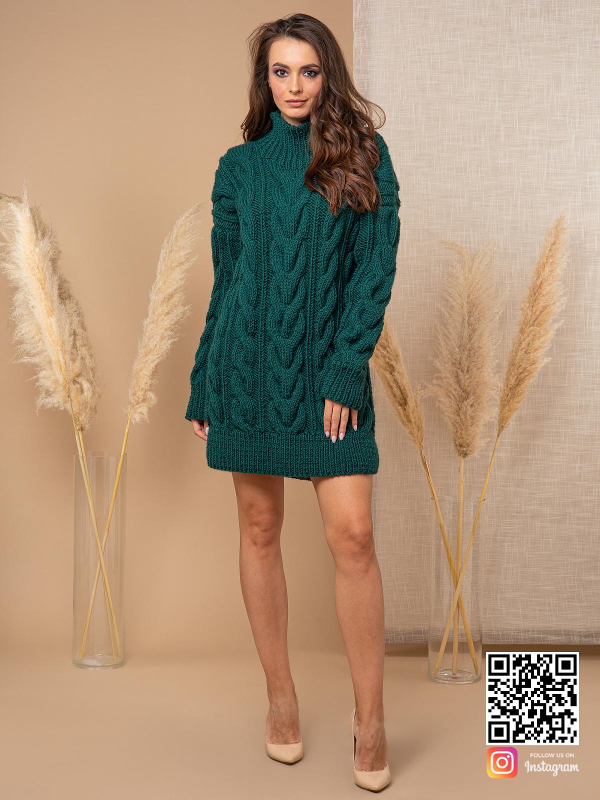 На третьей фотографии женский свитер зеленого цвета с воротником от Shapar, бренда вязаной одежды ручной работы в интернет-магазине связанных спицами вещей.