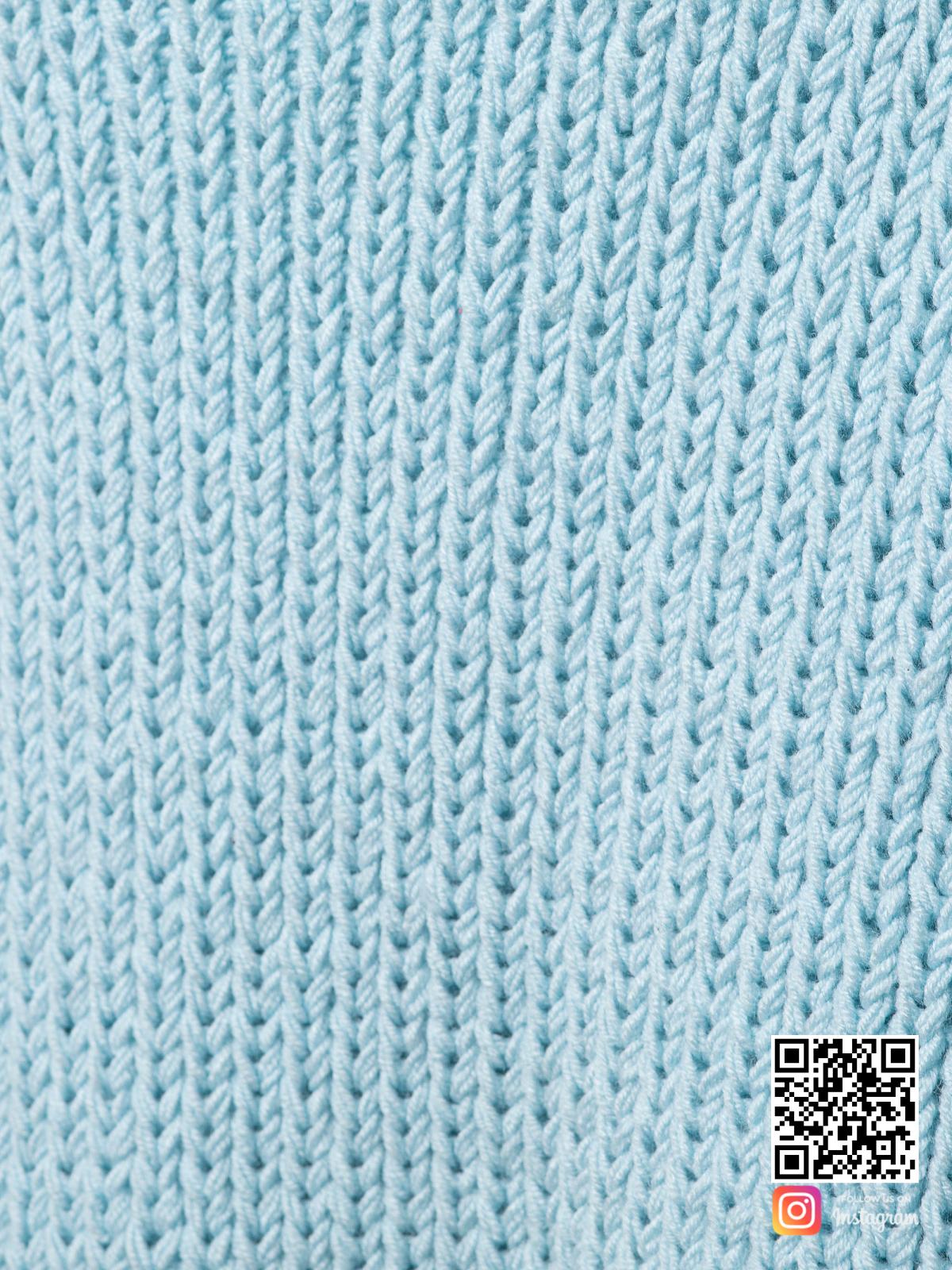 На седьмой фотографии теплый кардиган женский крупным планом от Shapar, бренда вязаной одежды ручной работы в интернет-магазине связанных спицами вещей.