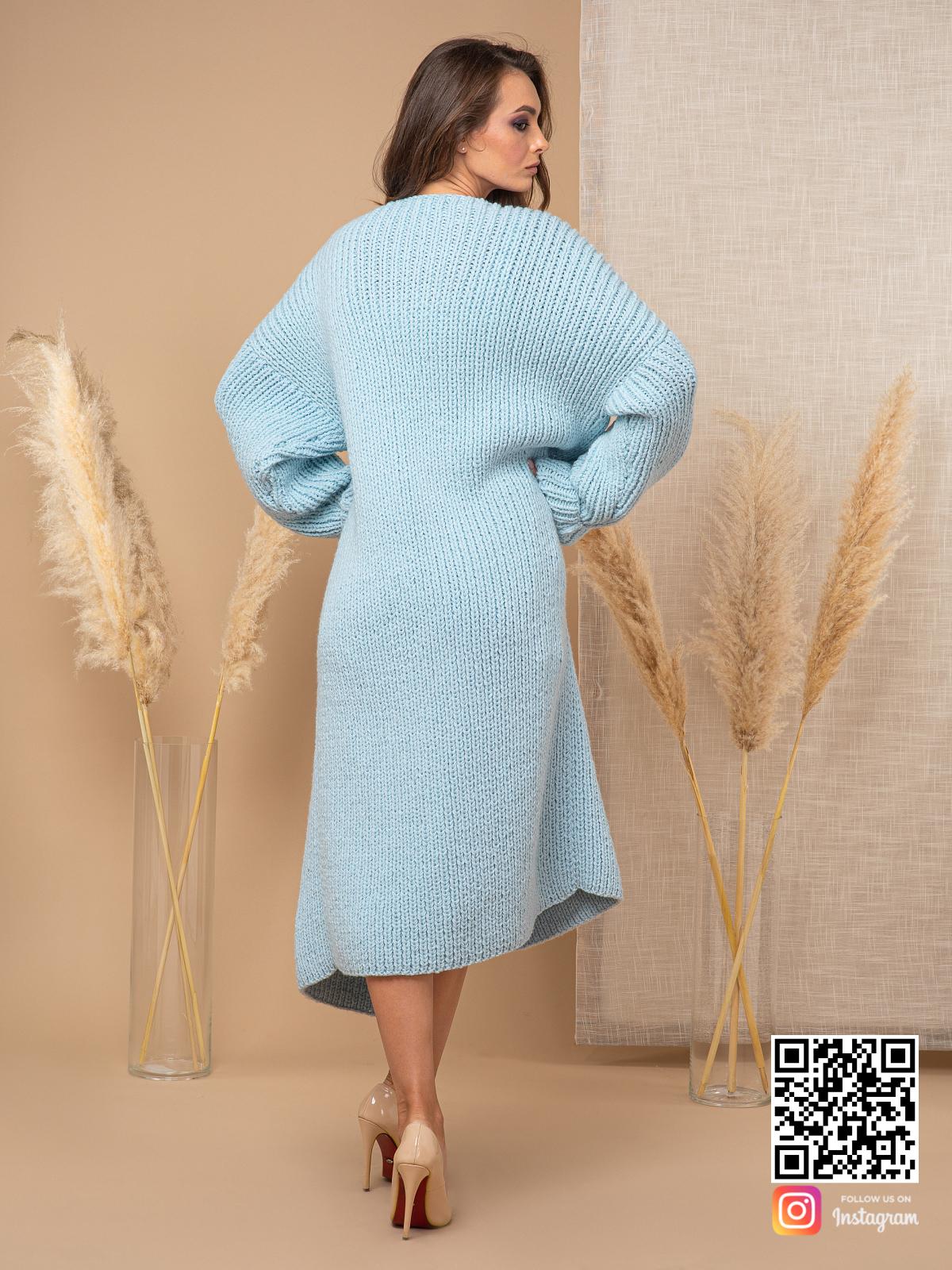 На второй фотографии теплый кардиган женский со спины от Shapar, бренда вязаной одежды ручной работы в интернет-магазине связанных спицами вещей.