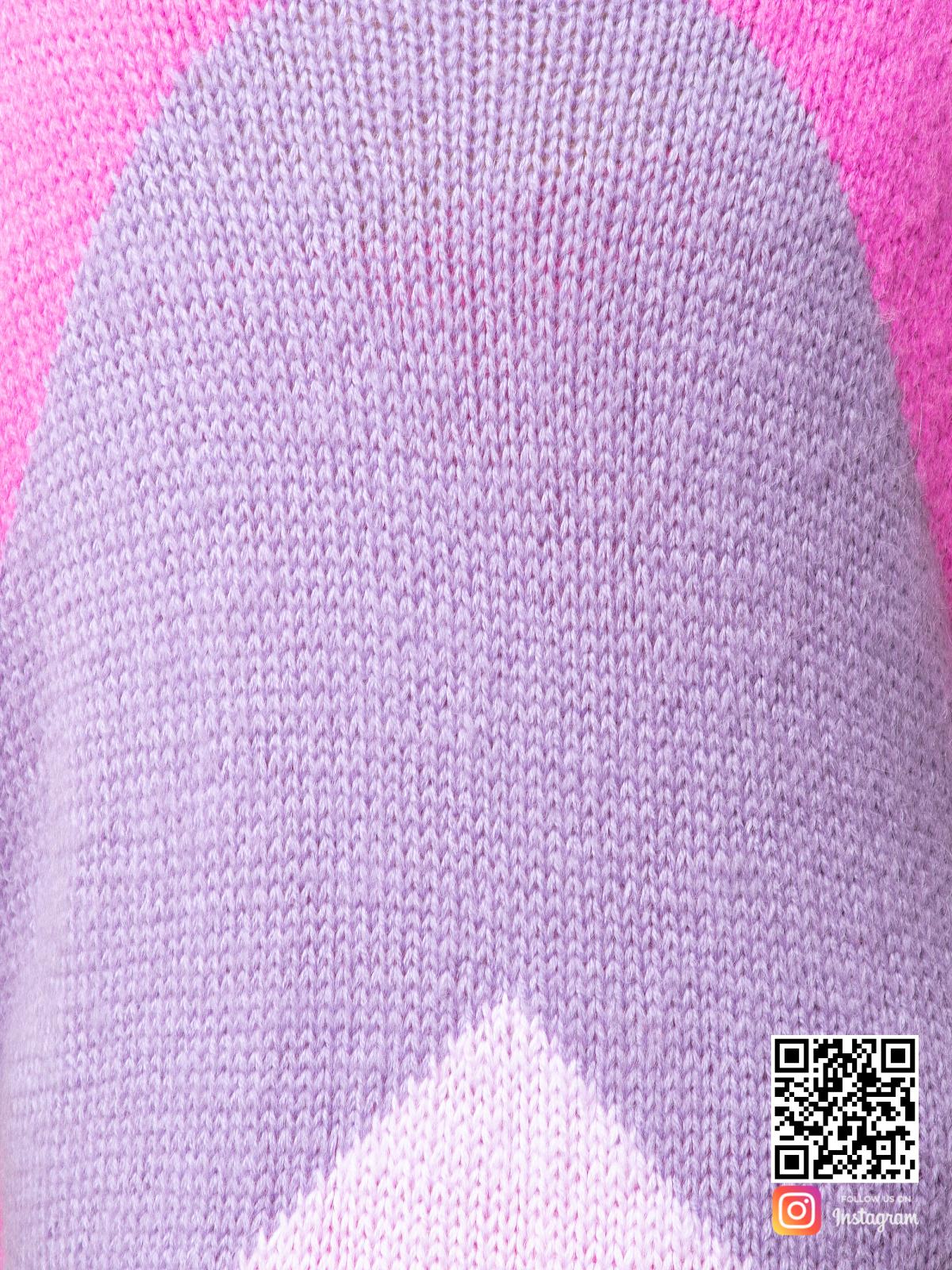 На шестой фотографии трехцветный кардиган крупным планом от Shapar, бренда вязаной одежды ручной работы в интернет-магазине связанных спицами вещей.