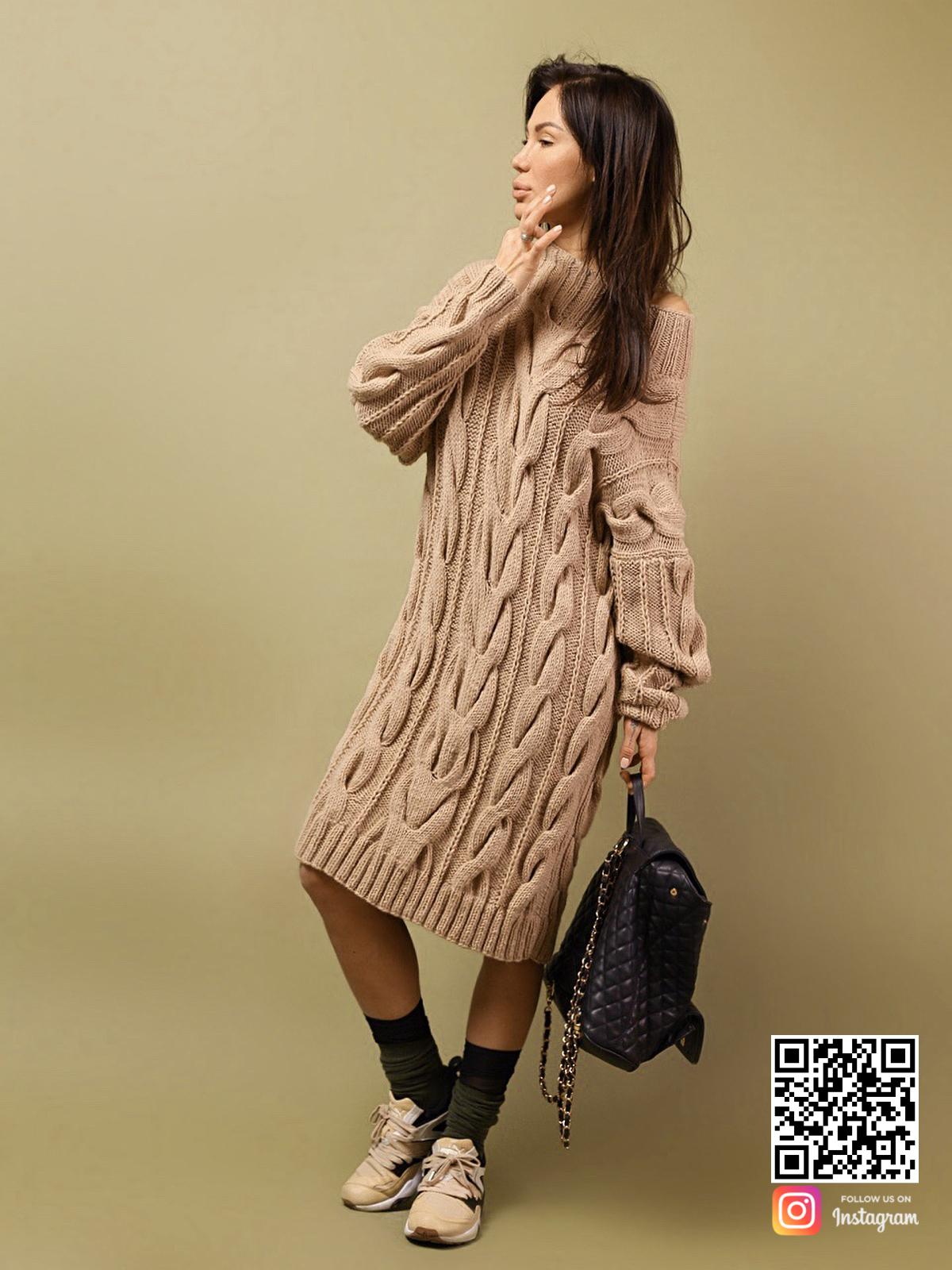 На шестой фотографии женский удлиненный свитер в косах от Shapar, бренда вязаной одежды ручной работы в интернет-магазине связанных спицами вещей.