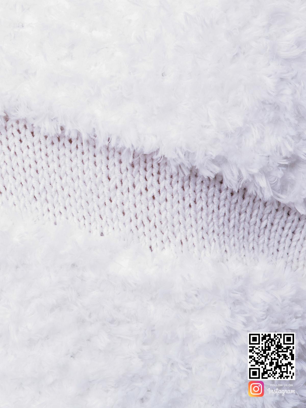На седьмой фотографии вязаная шуба белая крупным планом от Shapar, бренда женской одежды ручной работы в интернет-магазине связанных спицами вещей.