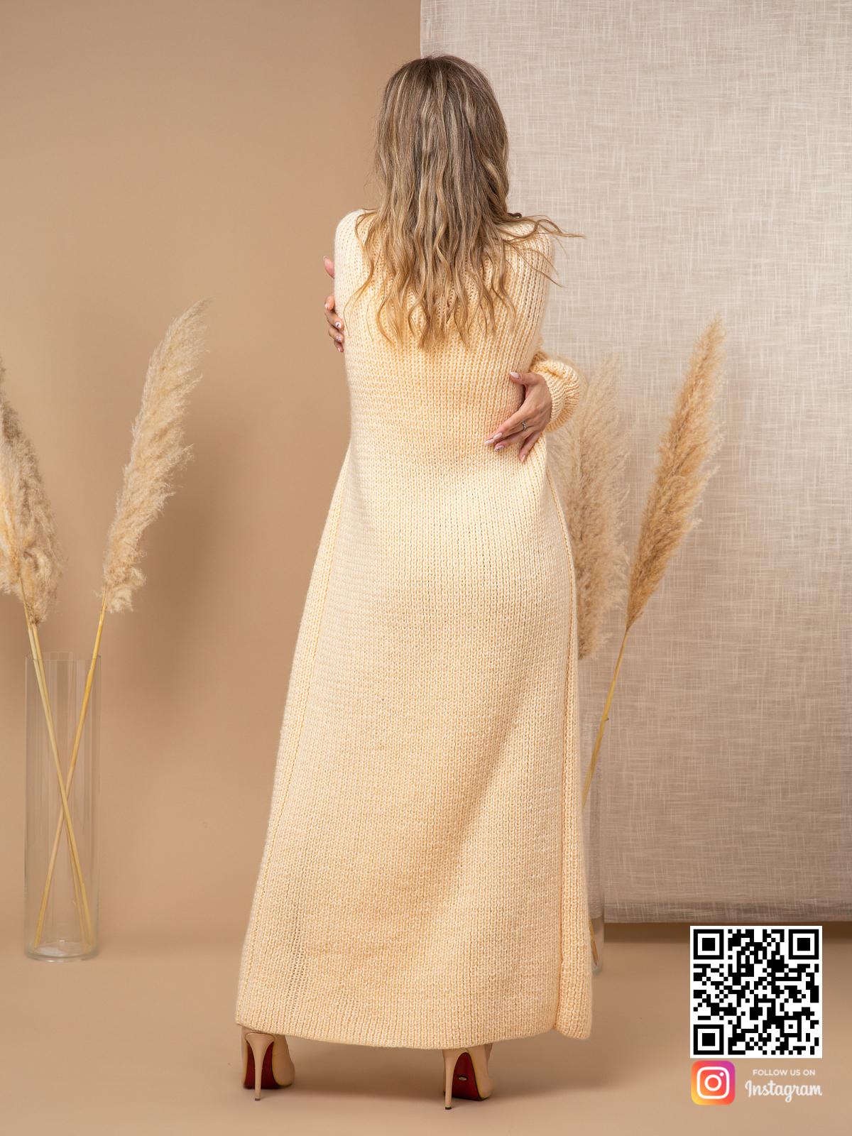 На второй фотографии женский желтый кардиган со спины от Shapar, бренда вязаной одежды ручной работы в интернет-магазине связанных спицами вещей.