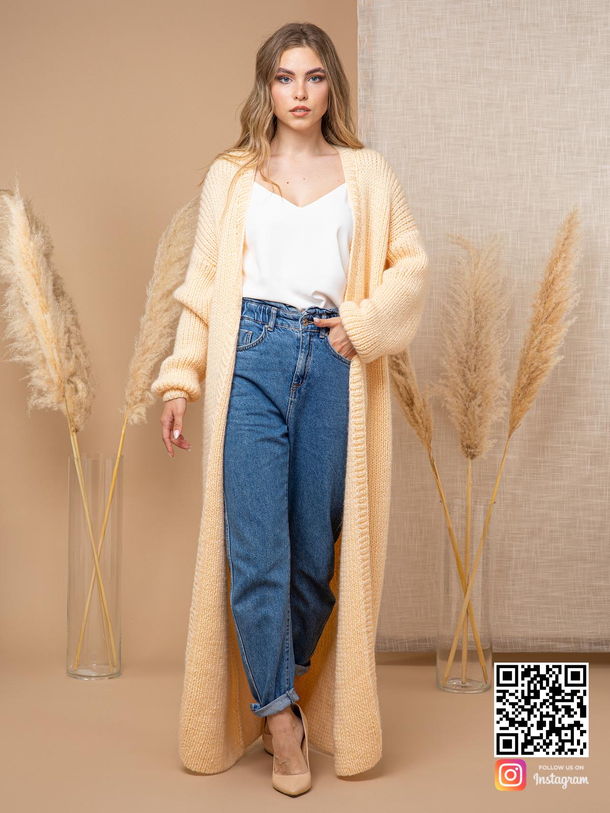 На седьмой фотографии элегантный желтый кардиган от Shapar, бренда вязаной одежды ручной работы в интернет-магазине связанных спицами вещей.