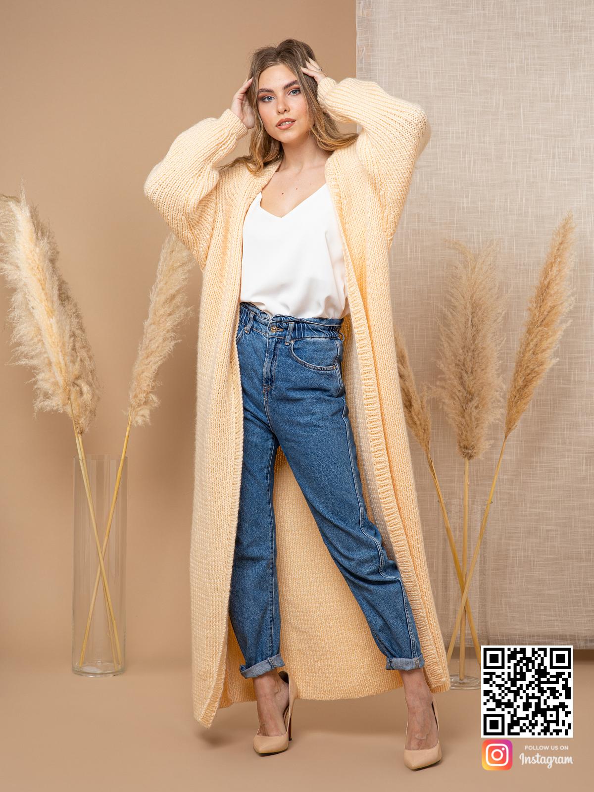 На шестой фотографии стильный желтый кардиган для прохладной погоды от Shapar, бренда вязаной одежды ручной работы в интернет-магазине связанных спицами вещей.