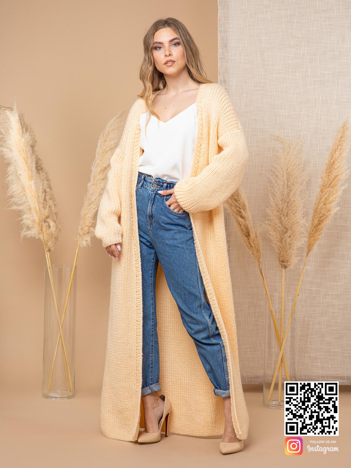 На четвертой фотографии желтый кардиган для девушек и женщин от Shapar, бренда вязаной одежды ручной работы в интернет-магазине связанных спицами вещей.
