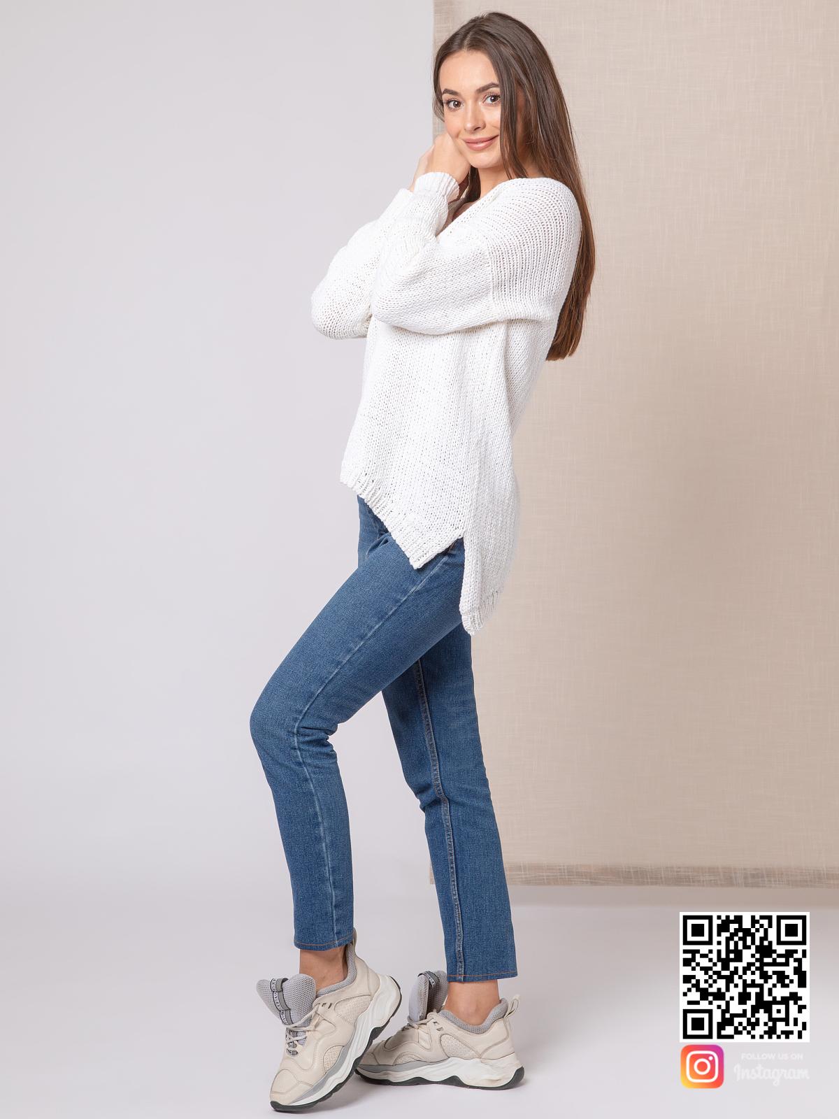 На третьей фотографии белый пуловер для женщин из хлопка от Shapar, бренда вязаной одежды ручной работы в интернет-магазине связанных спицами вещей.