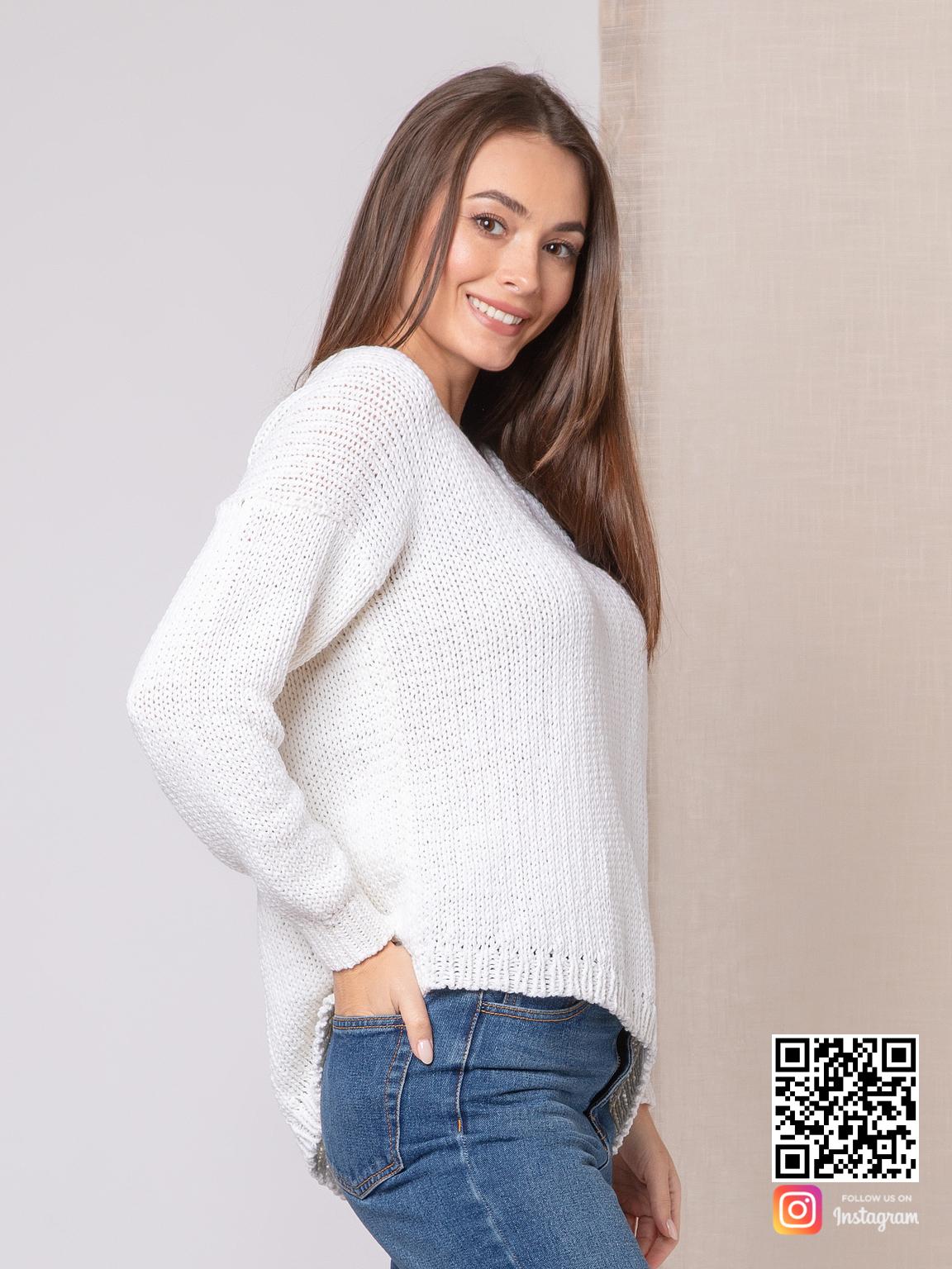На пятой фотографии белый пуловер для женщин на лето от Shapar, бренда вязаной одежды ручной работы в интернет-магазине связанных спицами вещей.