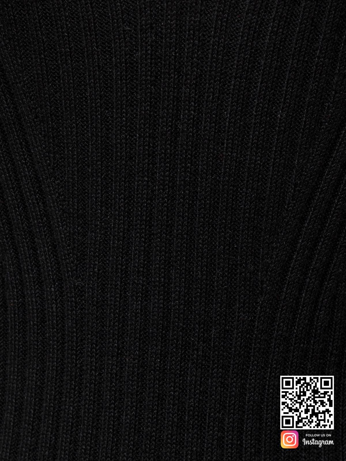 На седьмой фотографии черное летнее платье крупным планом от Shapar, бренда вязаной одежды ручной работы в интернет-магазине связанных спицами вещей.