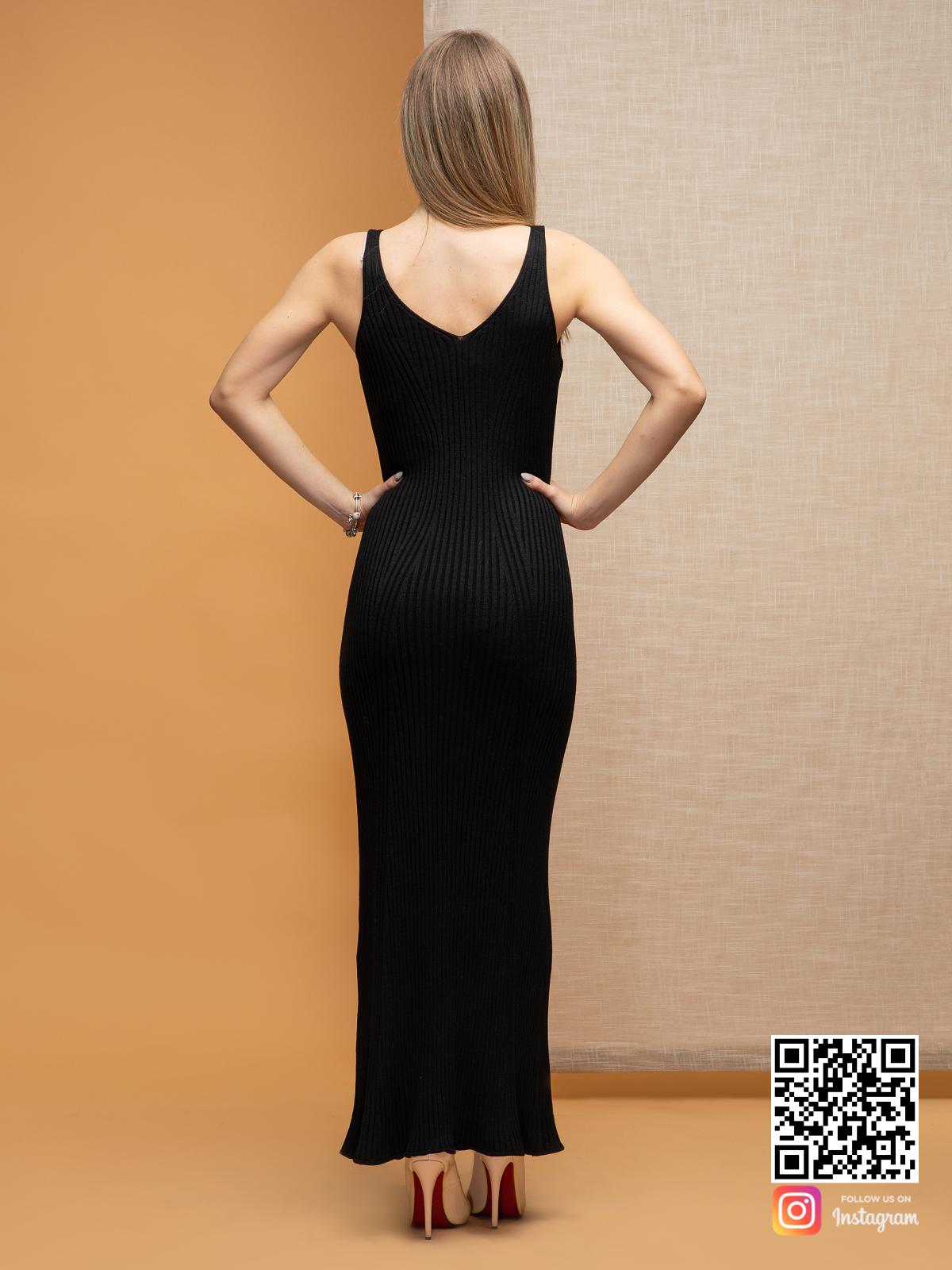 На второй фотографии черное летнее платье со спины от Shapar, бренда вязаной одежды ручной работы в интернет-магазине связанных спицами вещей.