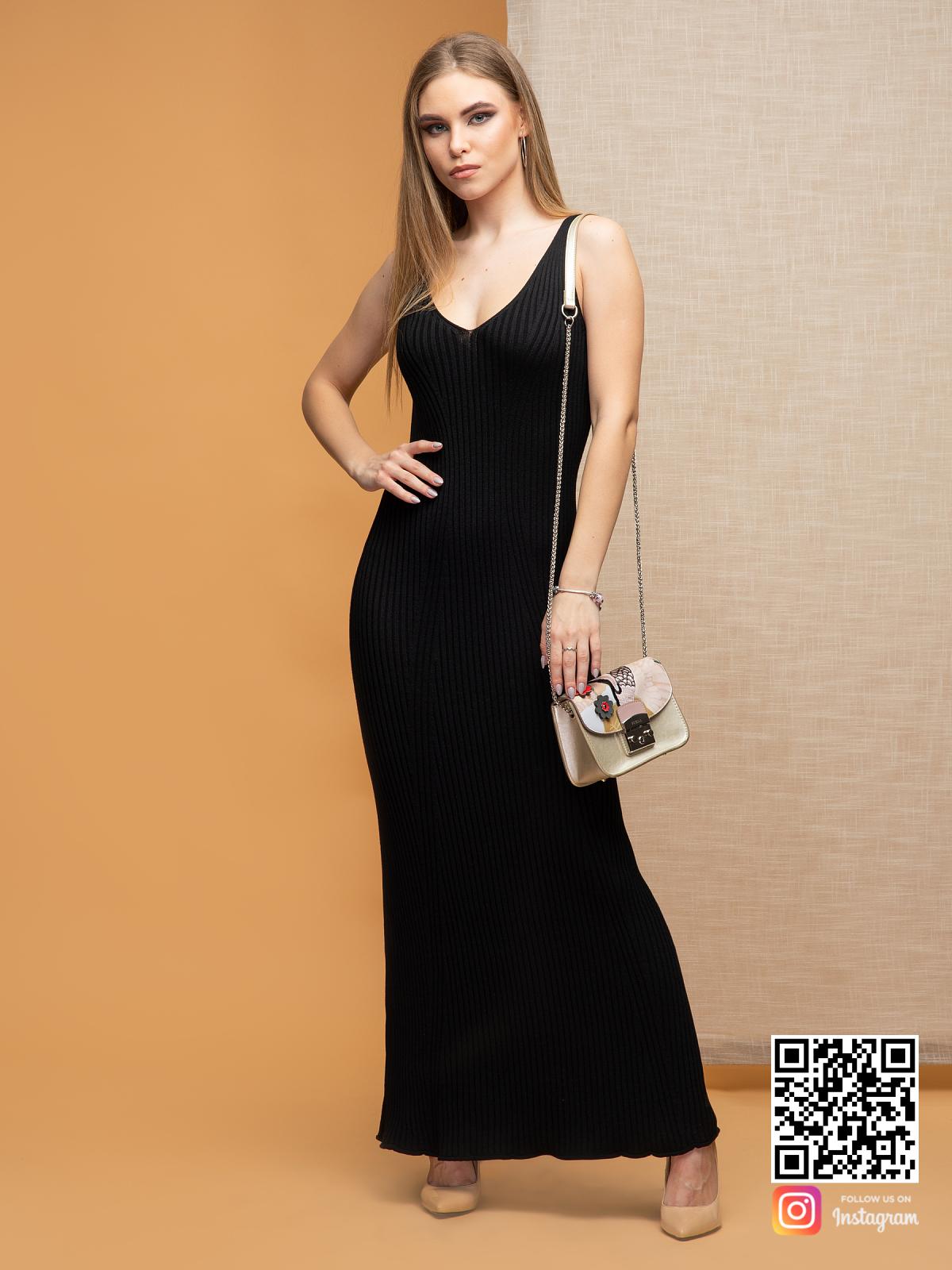 На третьей фотографии вечернее черное летнее платье на бретельках от Shapar, бренда вязаной одежды ручной работы в интернет-магазине связанных спицами вещей.