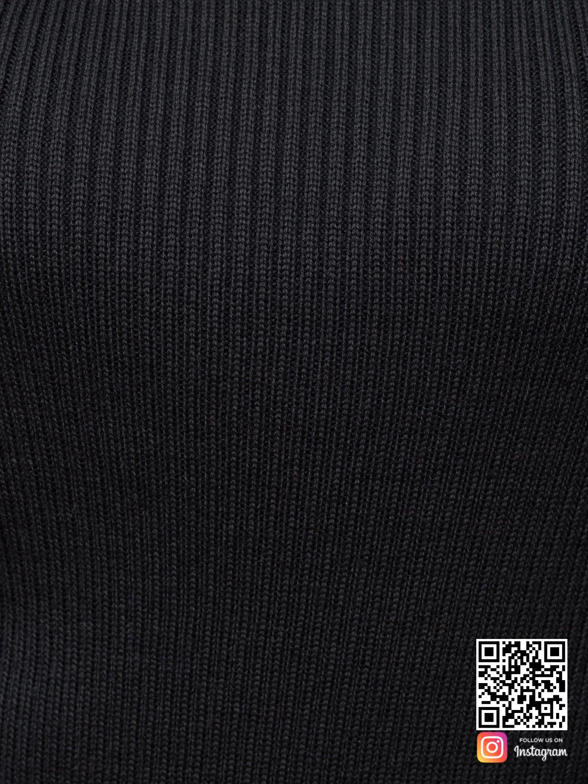 На шестой фотографии черный костюм с юбкой крупным планом от Shapar, бренда вязаной одежды ручной работы в интернет-магазине связанных спицами вещей.