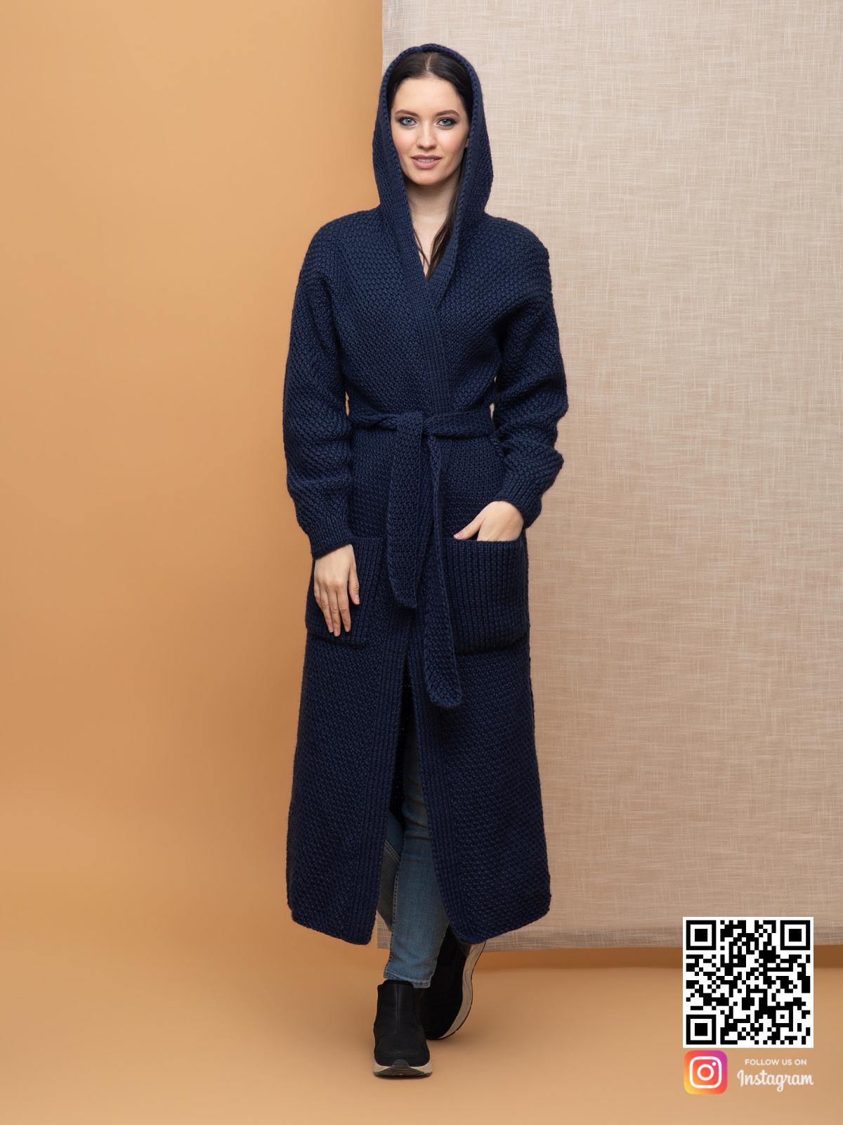 На третьей фотографии женский демисезонный кардиган от Shapar, бренда вязаной одежды ручной работы в интернет-магазине связанных спицами вещей.