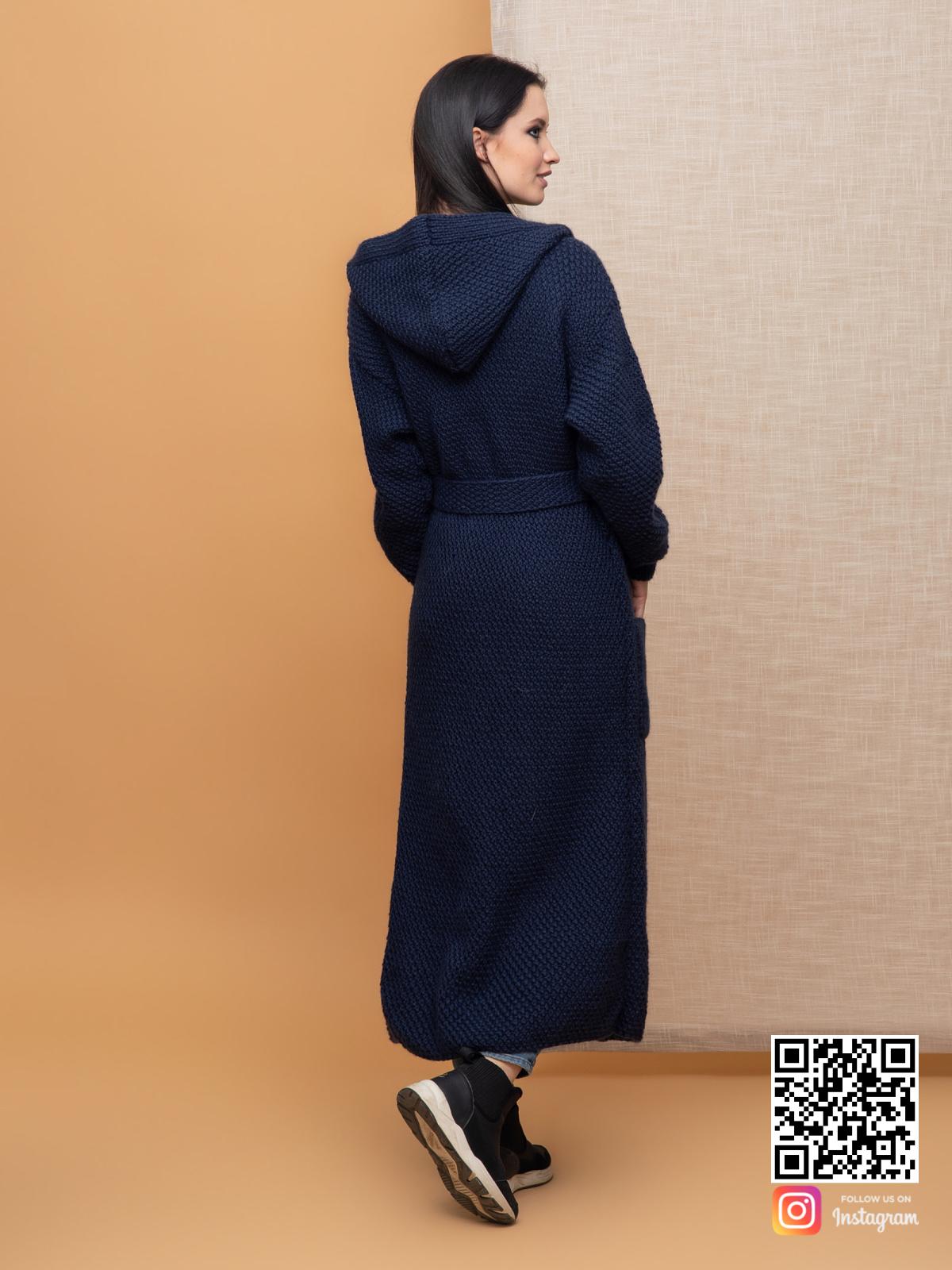На второй фотографии женский демисезонный кардиган со спины от Shapar, бренда вязаной одежды ручной работы в интернет-магазине связанных спицами вещей.