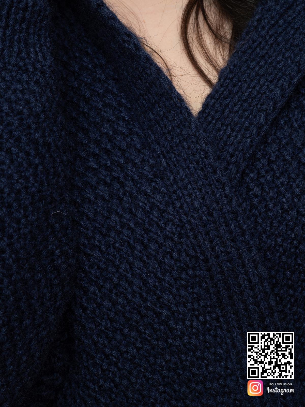 На шестой фотографии женский демисезонный кардиган крупным планом от Shapar, бренда вязаной одежды ручной работы в интернет-магазине связанных спицами вещей.