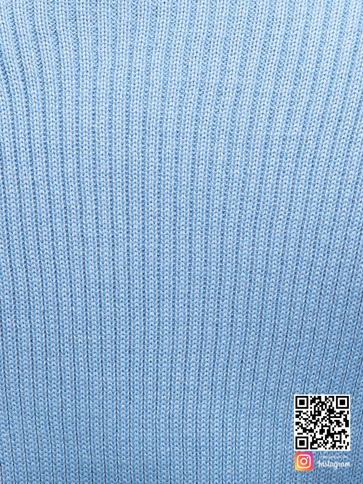 На четвертой фотографии голубой костюм с юбкой крупным планом от Shapar, бренда вязаной одежды ручной работы в интернет-магазине связанных спицами вещей.