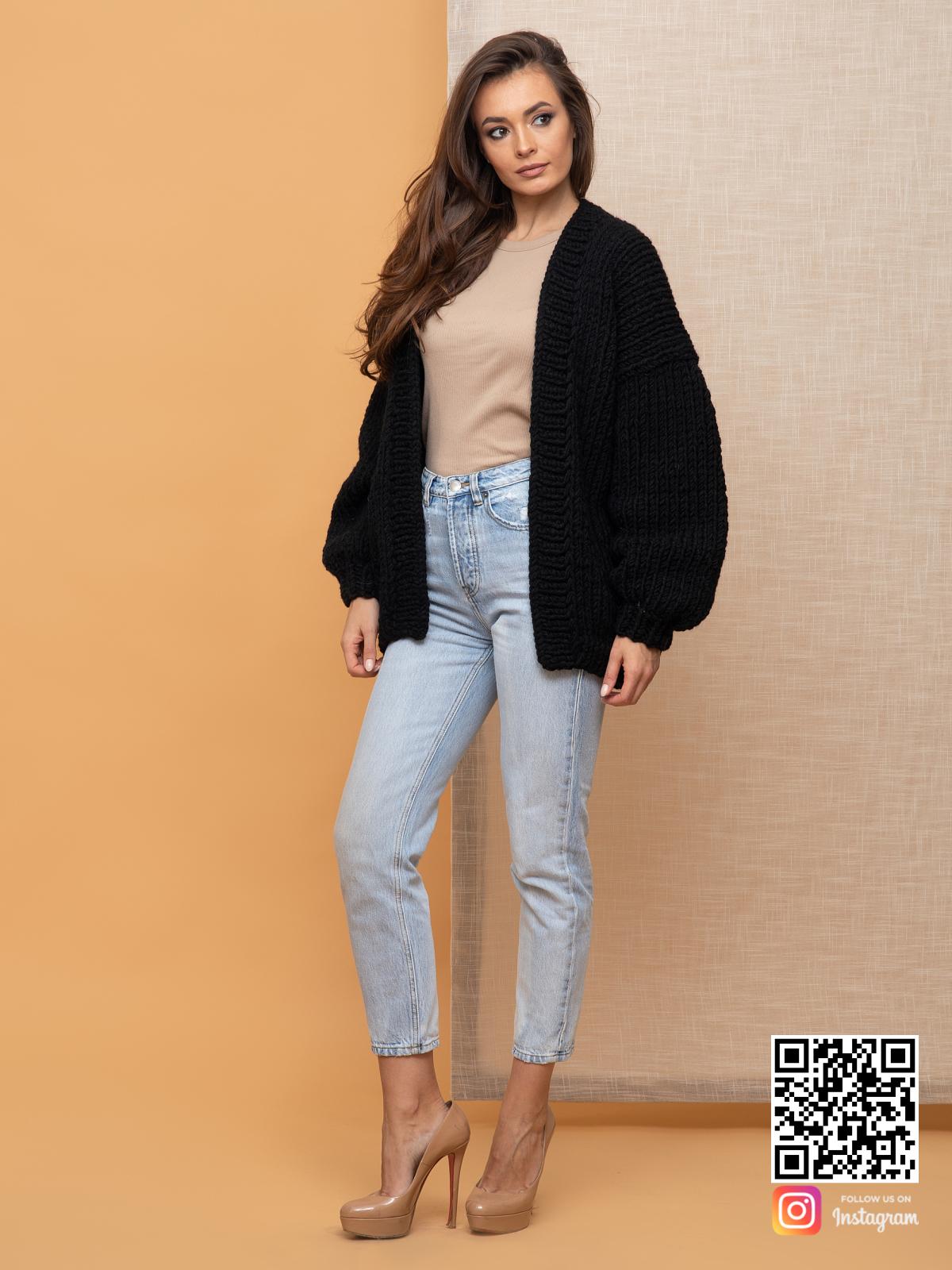 На шестой фотографии удобный кардиган на осень для девушек и женщин от Shapar, бренда вязаной одежды ручной работы в интернет-магазине связанных спицами вещей.