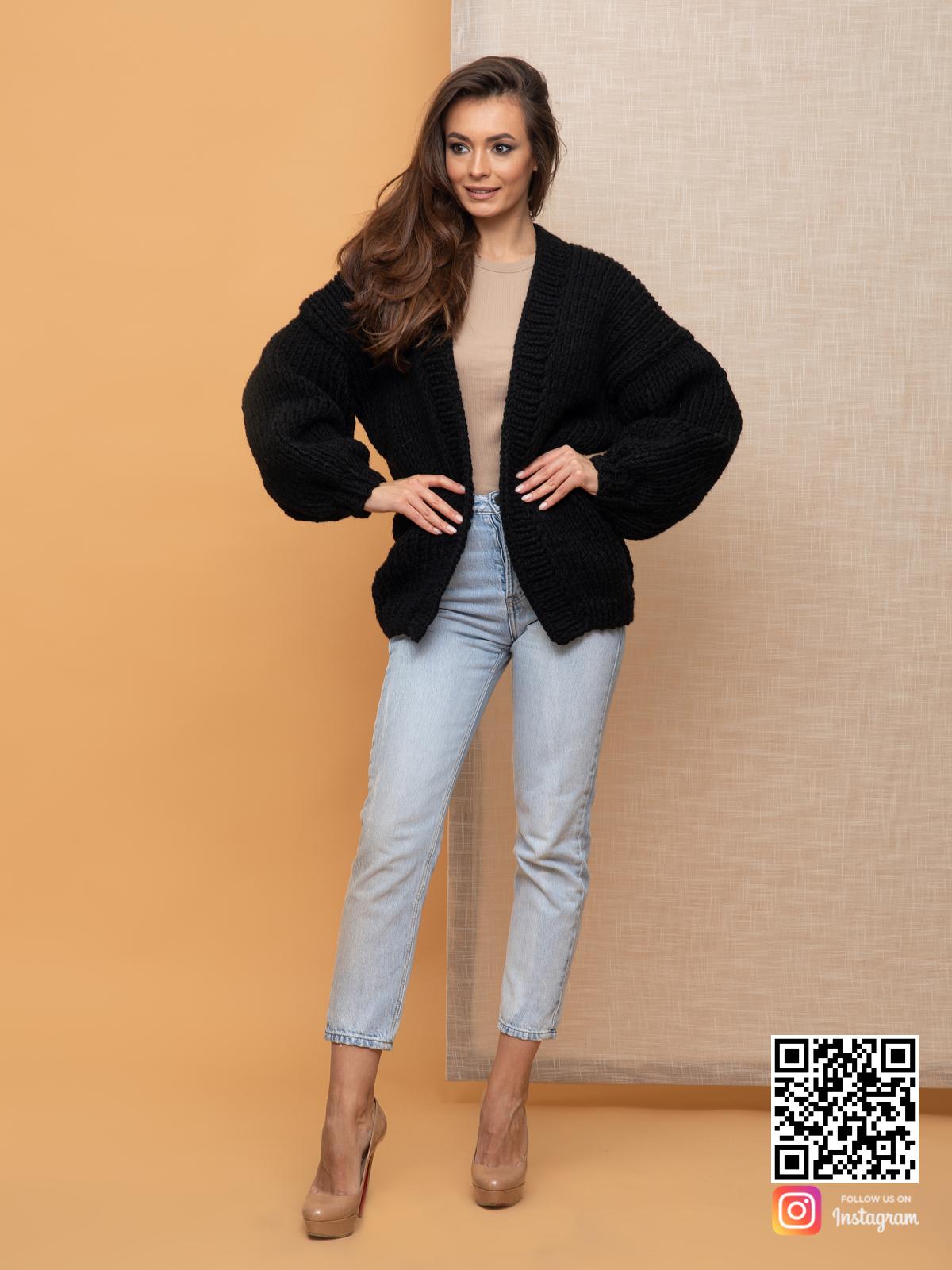 На четвертой фотографии женский кардиган на осень крупной вязки от Shapar, бренда вязаной одежды ручной работы в интернет-магазине связанных спицами вещей.