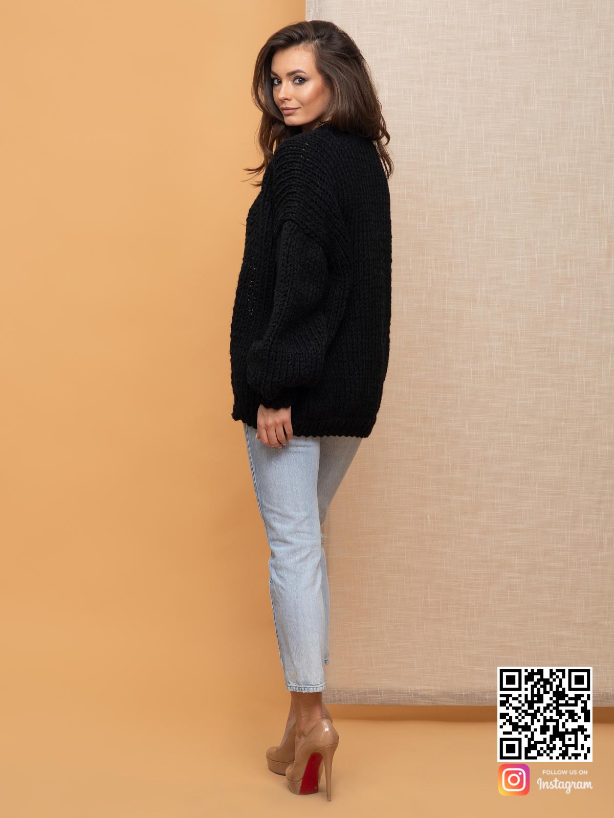На второй фотографии женский кардиган на осень со спины от Shapar, бренда вязаной одежды ручной работы в интернет-магазине связанных спицами вещей.