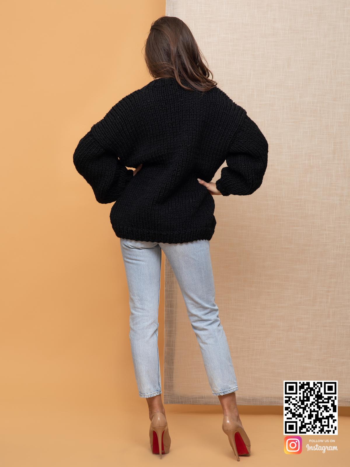 На пятой фотографии женский кардиган на осень средней длины от Shapar, бренда вязаной одежды ручной работы в интернет-магазине связанных спицами вещей.
